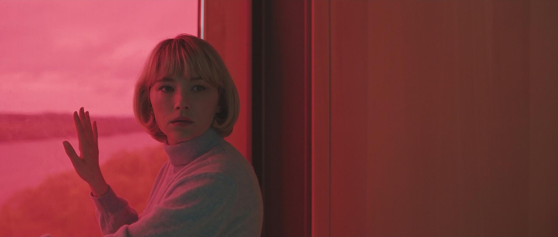 美しくも恐ろしく衝撃的なスリラー!ヘイリー・ベネット主演映画『Swallow/スワロウ』が公開決定&日本版アートワークも解禁 film201113_swallow_2