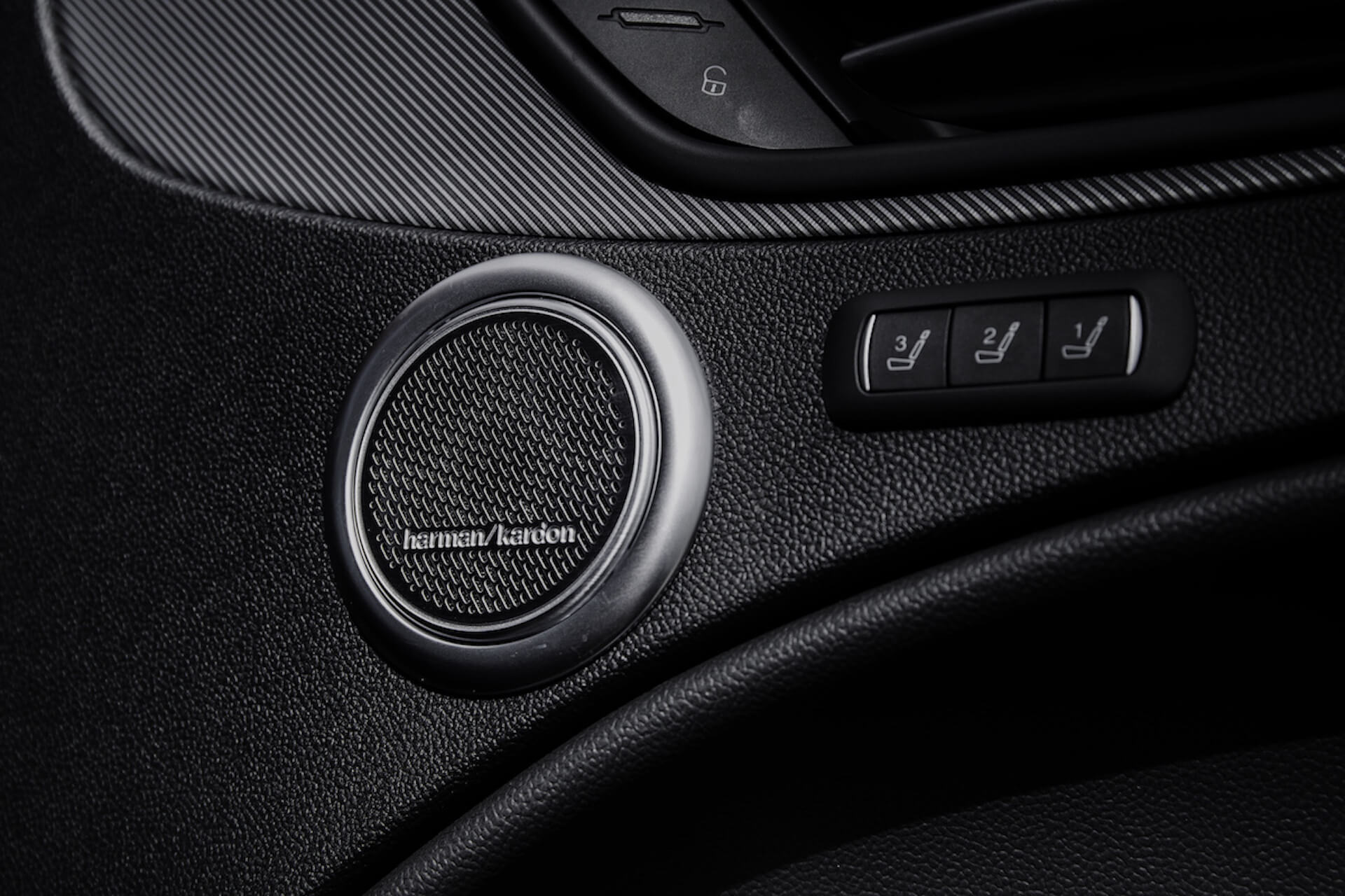 アルファ ロメオなど高級車にも採用。ハーマンカードンのオーディオの歴史と魅力 tech201118_mondoalfa_harmankardon_10