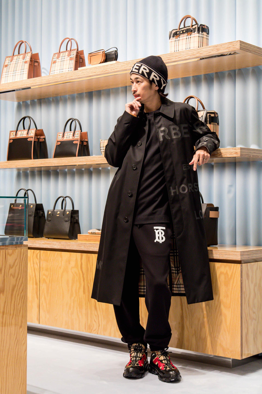 日本初のメンズ&ウィメンズ合同型ストア『バーバリー心斎橋パルコ』が明日オープン!人気キャンバス地バッグの限定カラーも登場 fashion201119_burberry_parco_3