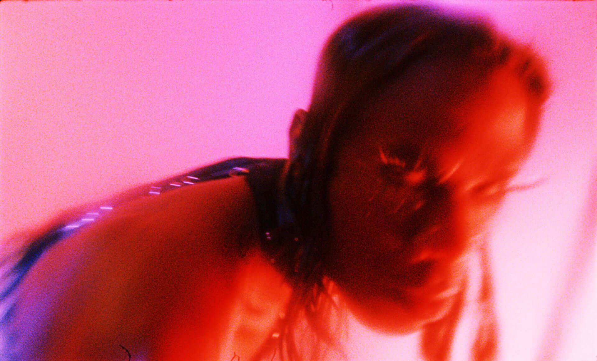 """Yves Tumor最新作『Heaven To A Tortured Mind』より""""Kerosene!""""のMVが解禁!修正版&過激なオリジナル版が同時公開 music201120_yvestumor_2-1920x1163"""
