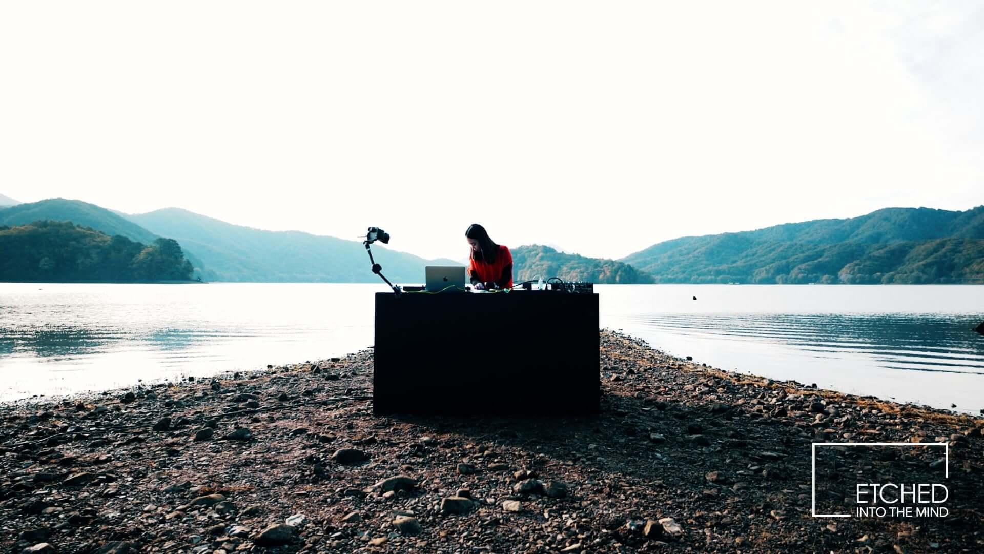 日本の風景&音楽を発信するアートプロジェクト「ETCHED」にSakura Tsurutaが登場!4Kのライブ映像が無料公開 music201120_etched_3-1920x1080