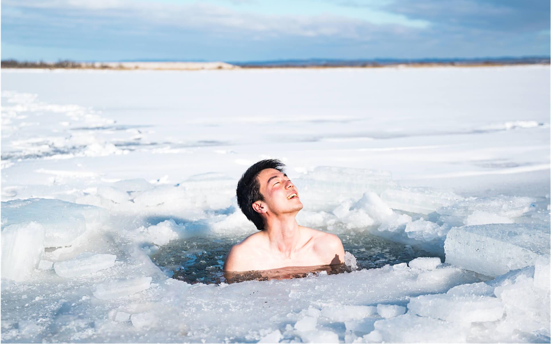 凍った川にできた天然の水風呂でととのおう!アウトドアサウナアクティビティ『十勝アヴァント』の予約受付がスタート life201124_avanto_5