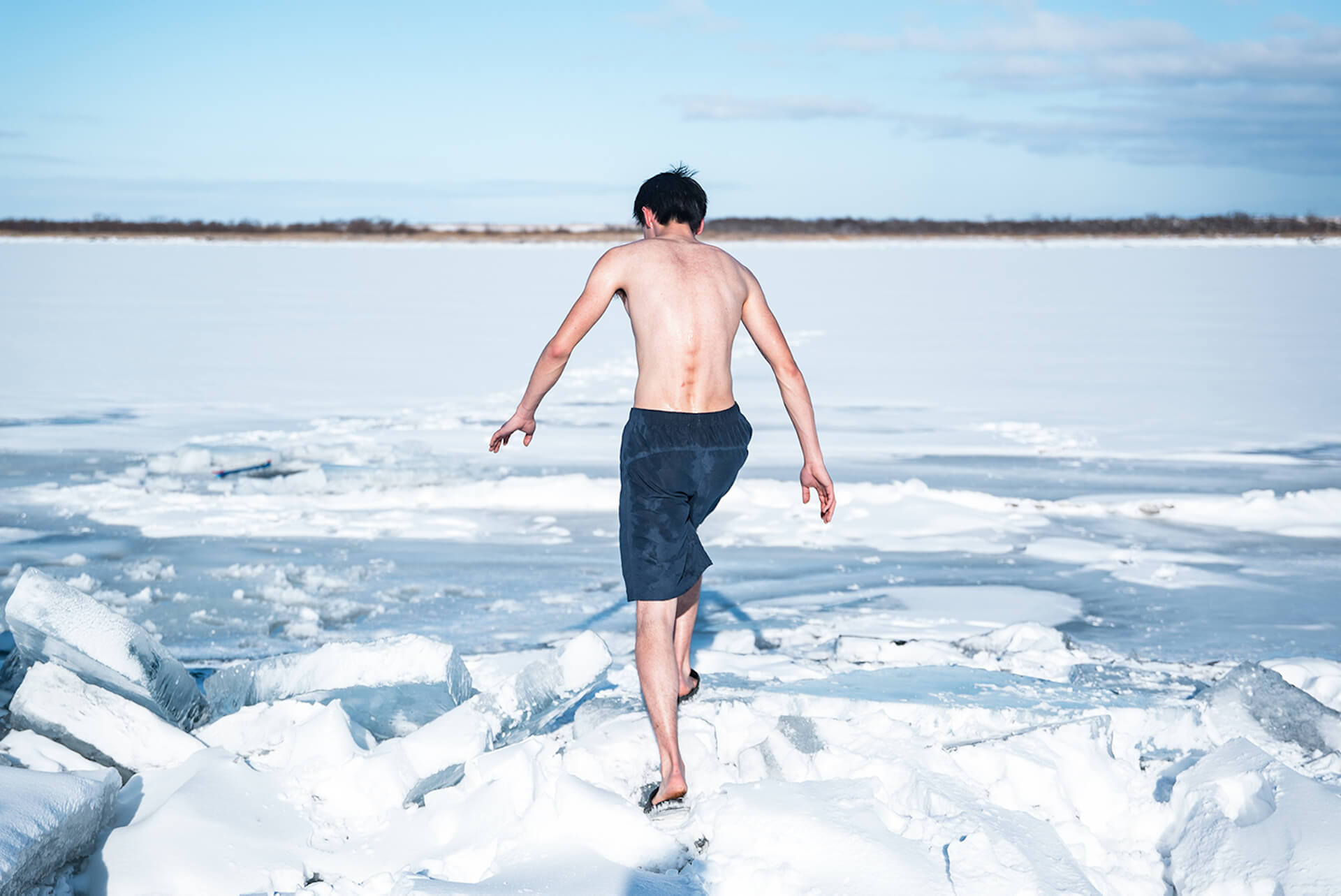 凍った川にできた天然の水風呂でととのおう!アウトドアサウナアクティビティ『十勝アヴァント』の予約受付がスタート life201124_avanto_6