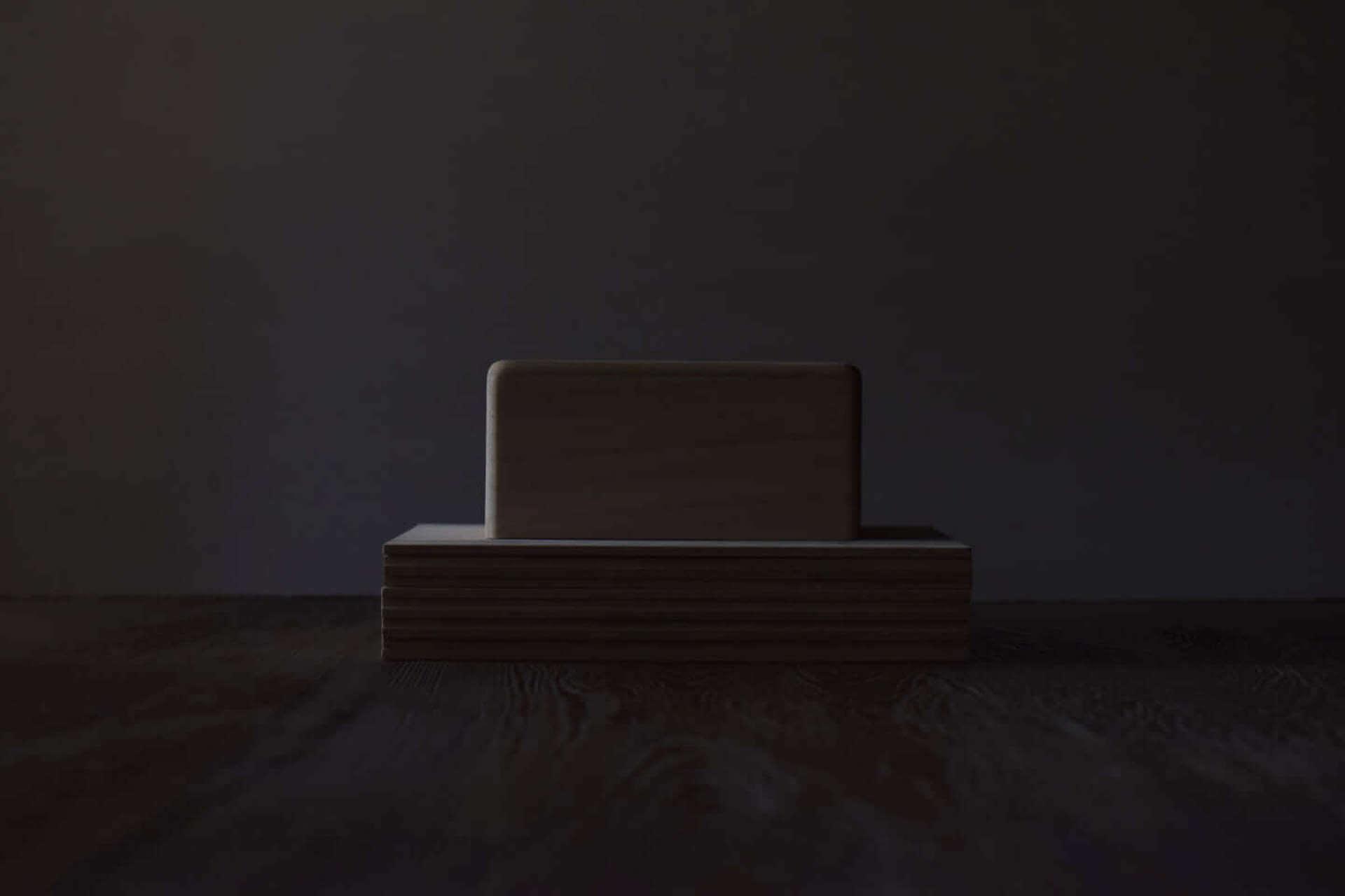 坂本龍一『2020S』の制作過程を追う連載「BEHIND THE SCENE」が更新!新曲制作に向けた絵付けの様子も公開 music201127_ryuichisakamoto_3-1920x1280