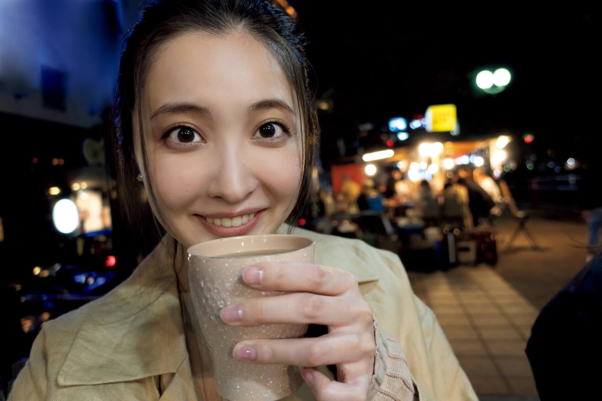 今週号『FLASH』にはアダルトなセクシーさで魅了する大石絵理の女子旅グラビアがたっぷり収録!表紙には新川優愛が登場 art201201_flash_3
