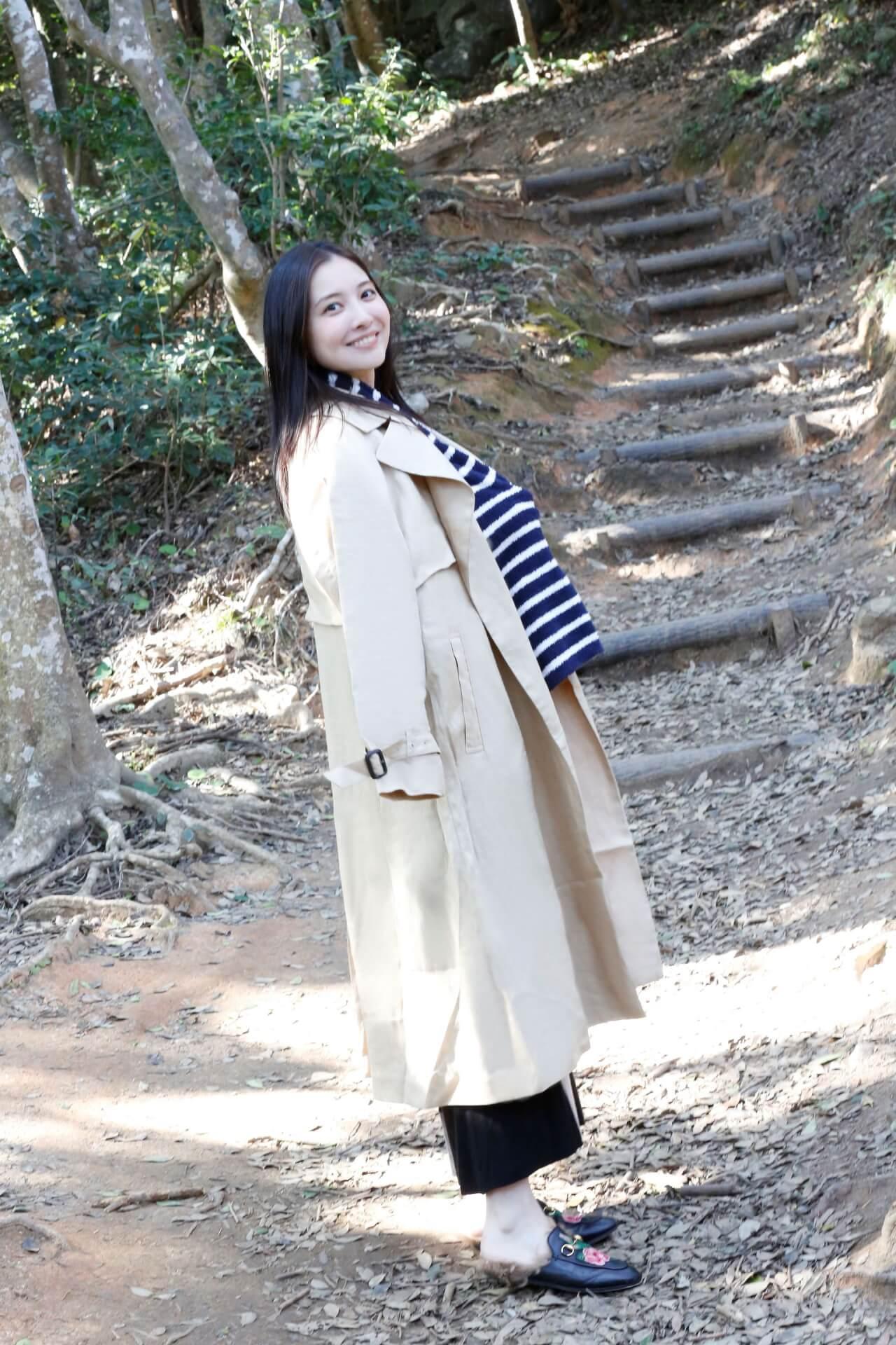 今週号『FLASH』にはアダルトなセクシーさで魅了する大石絵理の女子旅グラビアがたっぷり収録!表紙には新川優愛が登場 art201201_flash_6