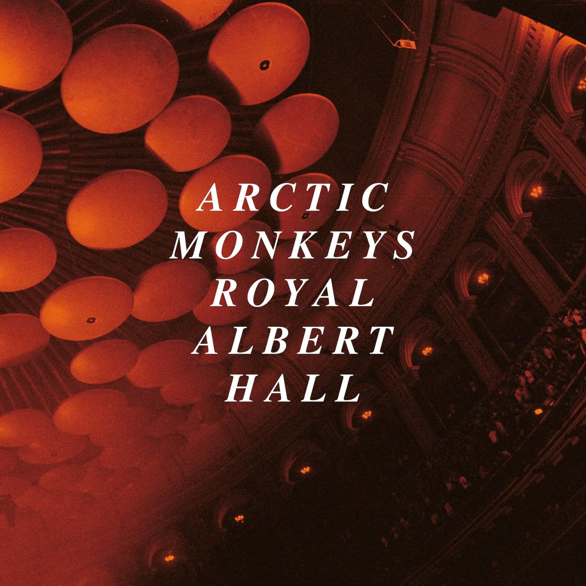 """Arctic Monkeysの最新ライブアルバム『Live At The Royal Albert Hall』より""""Arabella""""のライブ映像が公開!舞台裏の様子も収録 music201203_arctic-monkeys_4-1920x1920"""