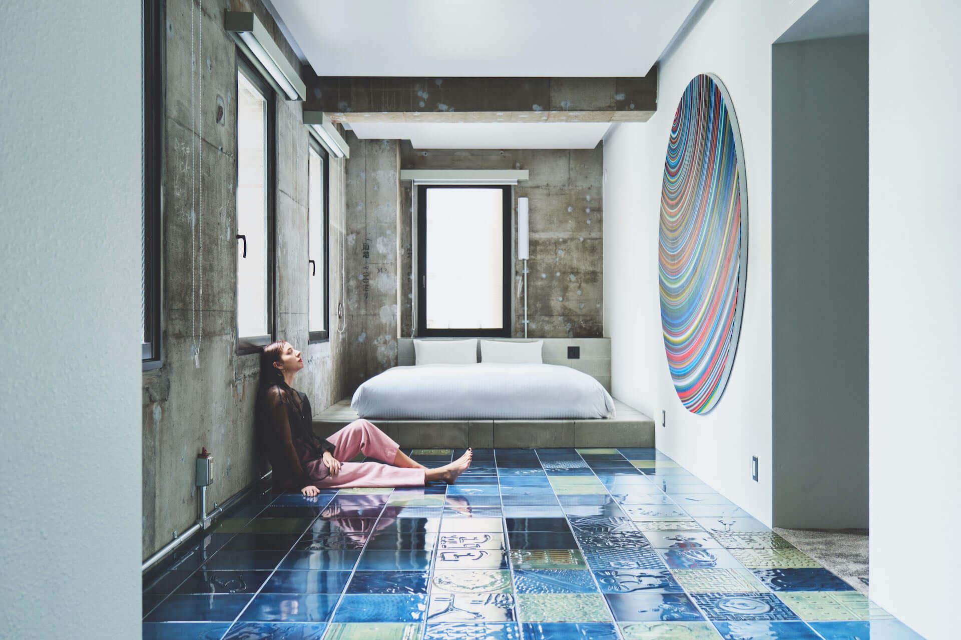 泊まれるアート作品が26部屋も!YOSHIROTTEN、カワムラユキらが参加したオルタナティブホテル「BnA_WALL」が日本橋にプレオープン lf201203_bna-wall_13-1920x1280