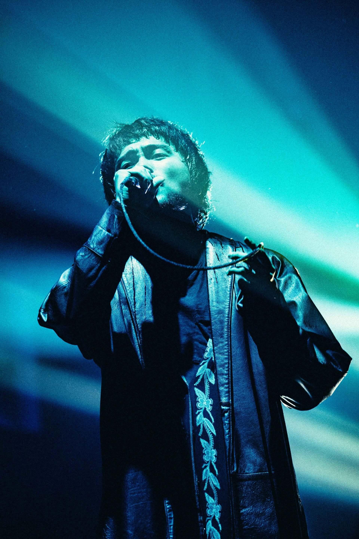 """King Gnu初のアリーナツアー、幕張メッセでは新曲""""千両役者""""も披露!ファイナル公演のライブレポートが到着 music201207_kinggnu_1-1920x2880"""