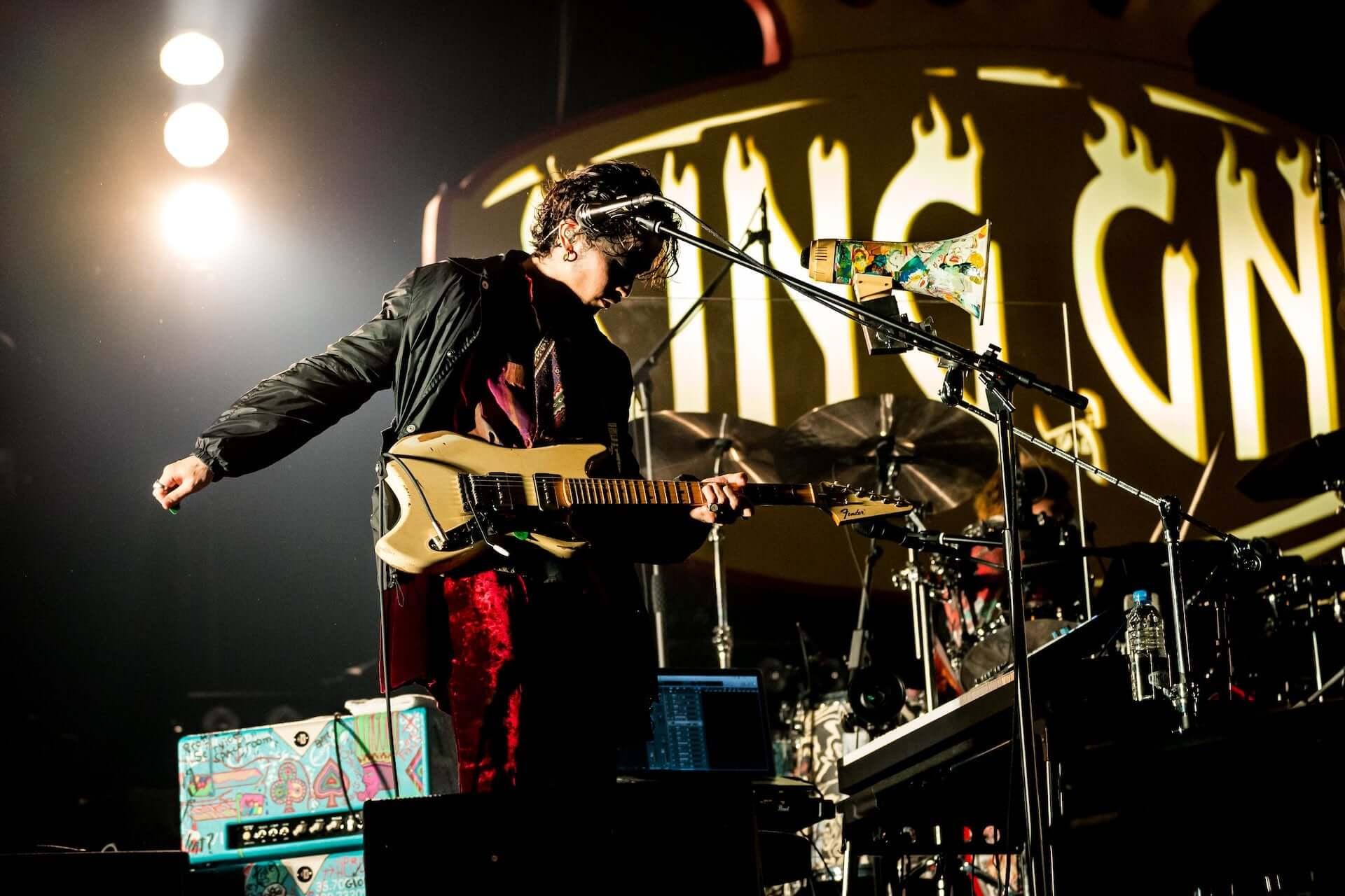 """King Gnu初のアリーナツアー、幕張メッセでは新曲""""千両役者""""も披露!ファイナル公演のライブレポートが到着 music201207_kinggnu_11-1920x1280"""