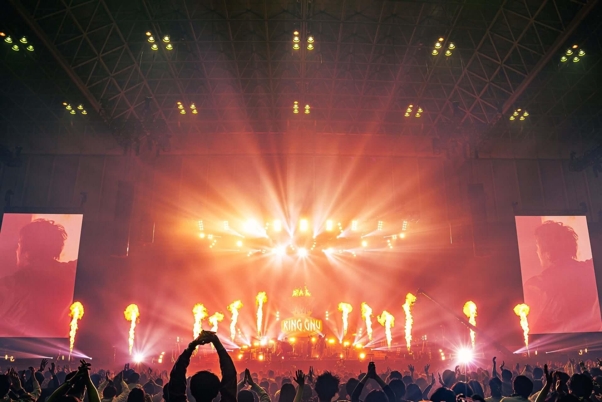 """King Gnu初のアリーナツアー、幕張メッセでは新曲""""千両役者""""も披露!ファイナル公演のライブレポートが到着 music201207_kinggnu_12-1920x1281"""