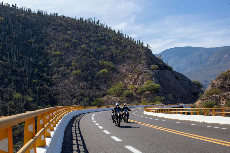 ユアン・マクレガー、チャーリー・ブアマンが駆るハーレー初の電動スポーツバイク「LiveWire®」、道なき道を征く100日間2万キロの旅 art201208_harley-09-1440x960
