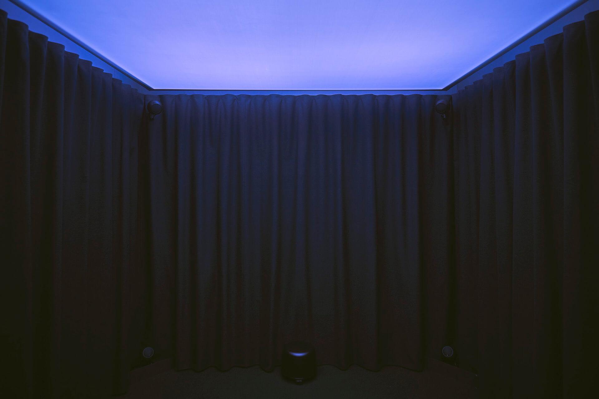 evalaによる最新作『Inter-Scape - Grass Calls』がGINZA SIX屋上に登場!「耳で視る」音のインスタレーションが公開中 art201209_evala-03