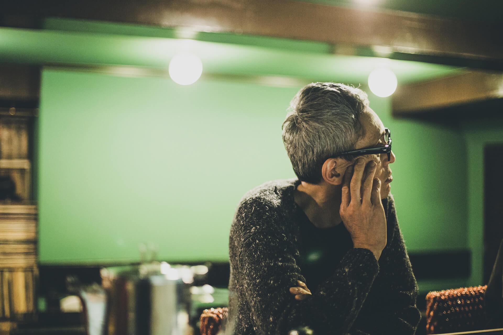特別対談  後編:Kan Sano × 松重 豊 |配信ライブと朗読会とサブスクリプション music201210_kansano-011-1