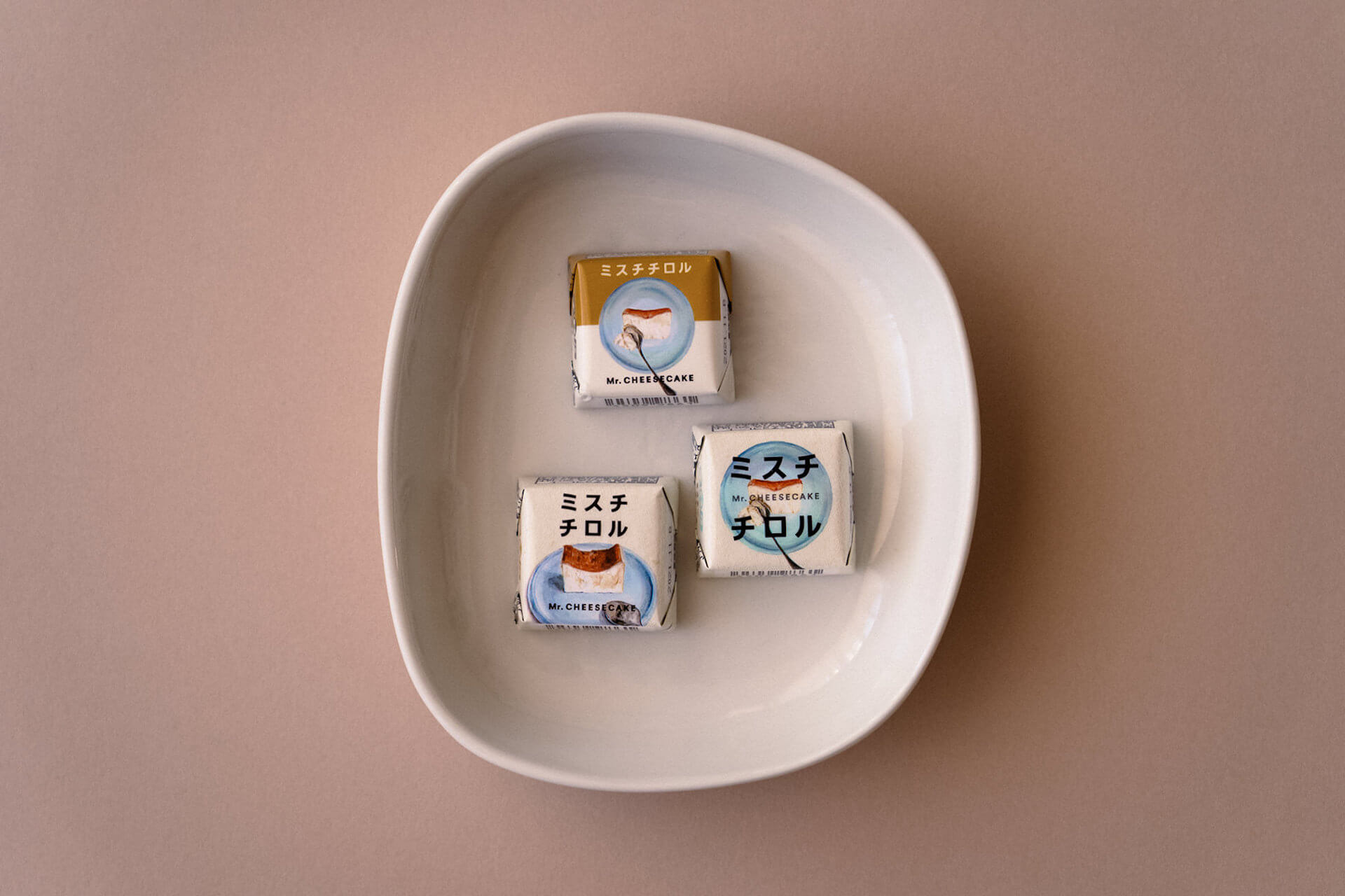 幻のチーズケーキMr. CHEESECAKEとチロルチョコが待望のコラボ!「人生最高のチーズケーキ」を再現したチロルチョコが数量限定で登場 gourmet201215_mecheesecake_chiroru_3