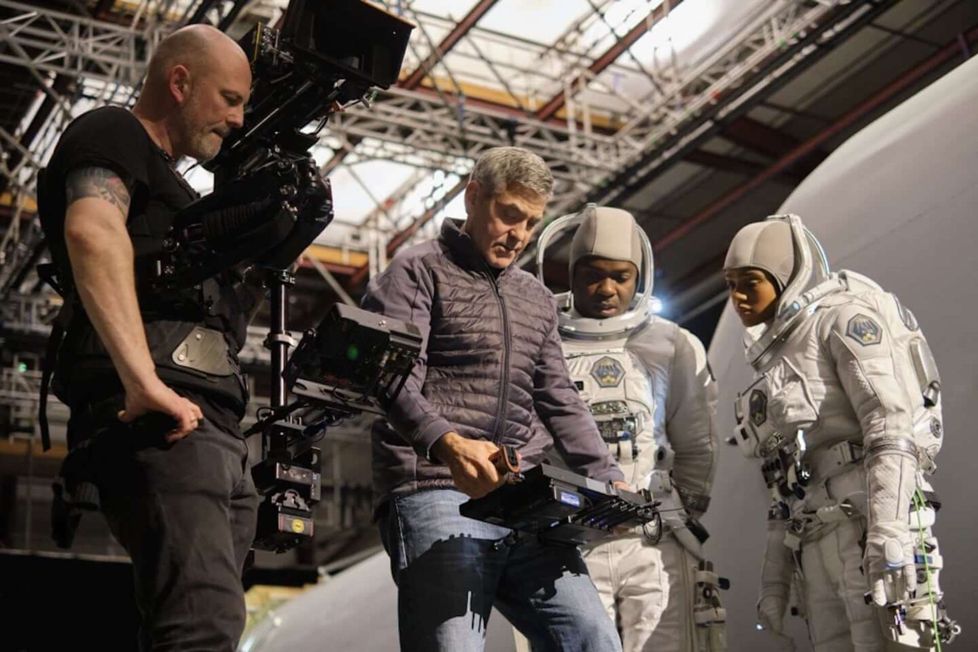 ジョージ・クルーニーが「危険な撮影だった」と語る氷上でのスタントとは…Netflix映画『ミッドナイト・スカイ』本編映像が解禁 film201221_midnightsky_3-1920x1280