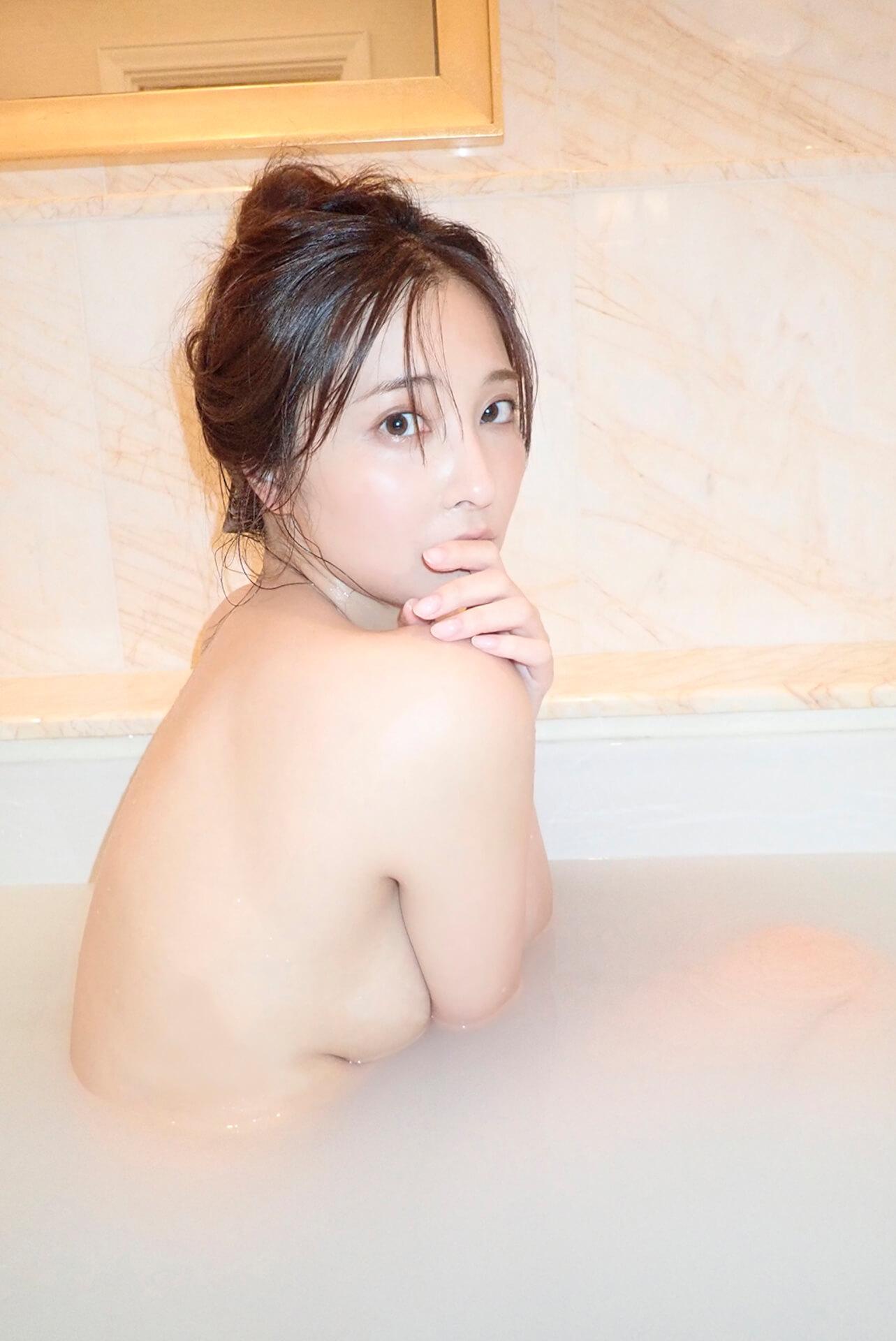 妖艶な魅力を放つ大石絵理がセミヌードにも挑戦した1st写真集『honey』の電子版が配信開始! art201222_ohishieri_4