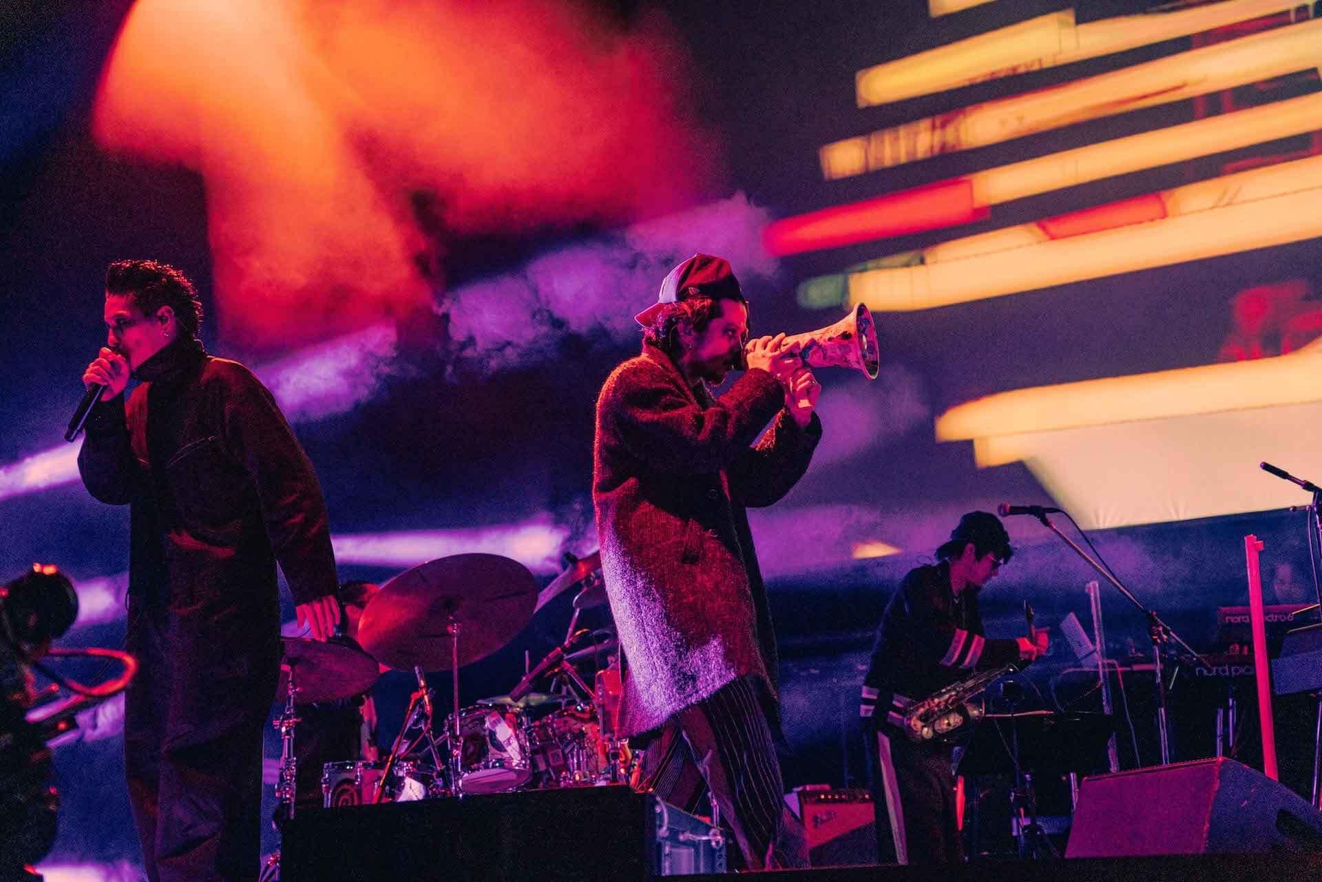 常田大希率いるmillennium paradeが今年最初で最後のワンマンライブを披露!ライブレポート&1stアルバムトラックリストが公開 music201224_millenniumparade_15-1920x1281