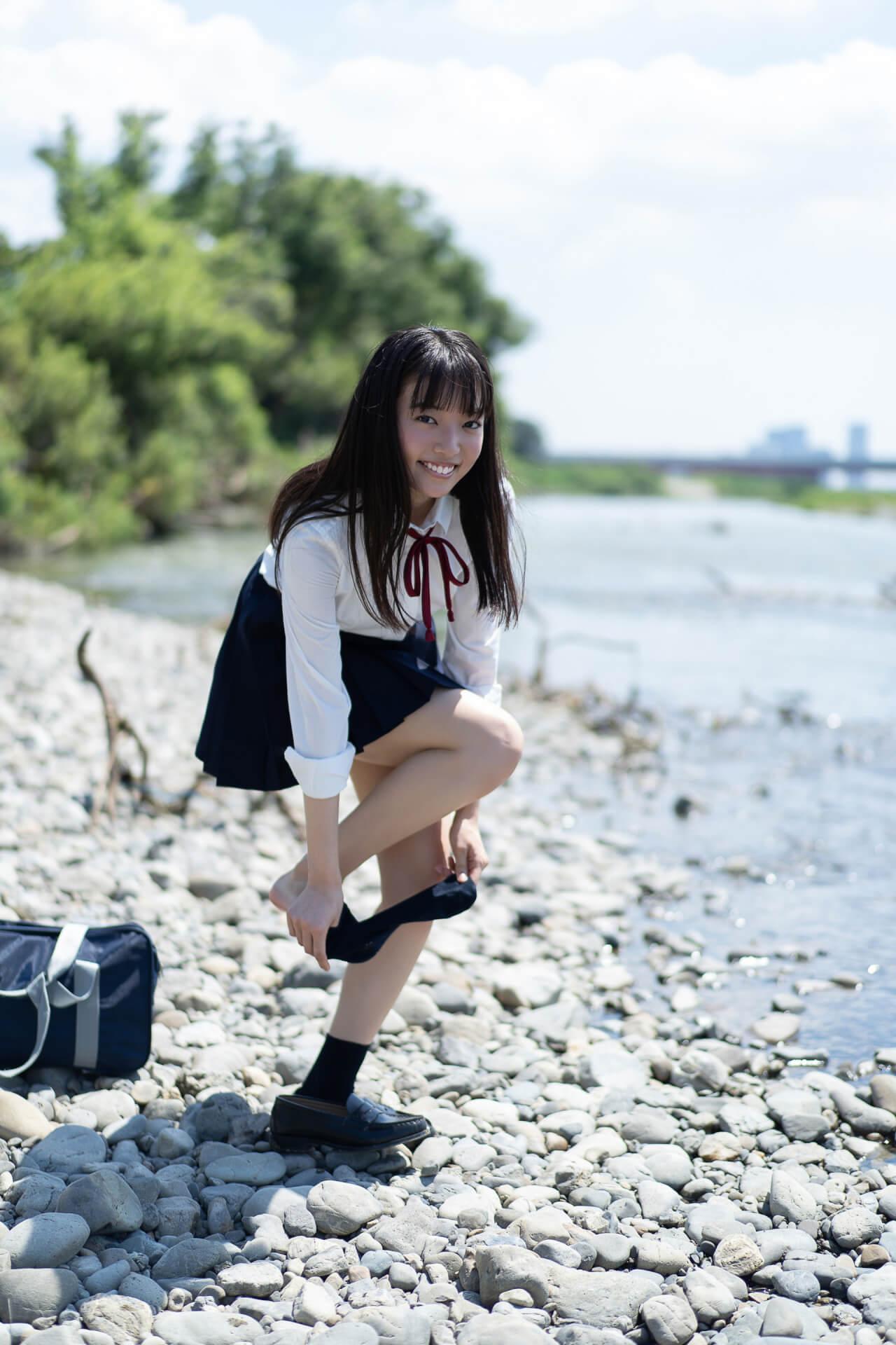 豊満バストで引っ張りだこの桜田愛音が『FLASHデジタル写真集 最後の制服』で自慢のくびれを大胆披露! art201225_sakuradaanon_2