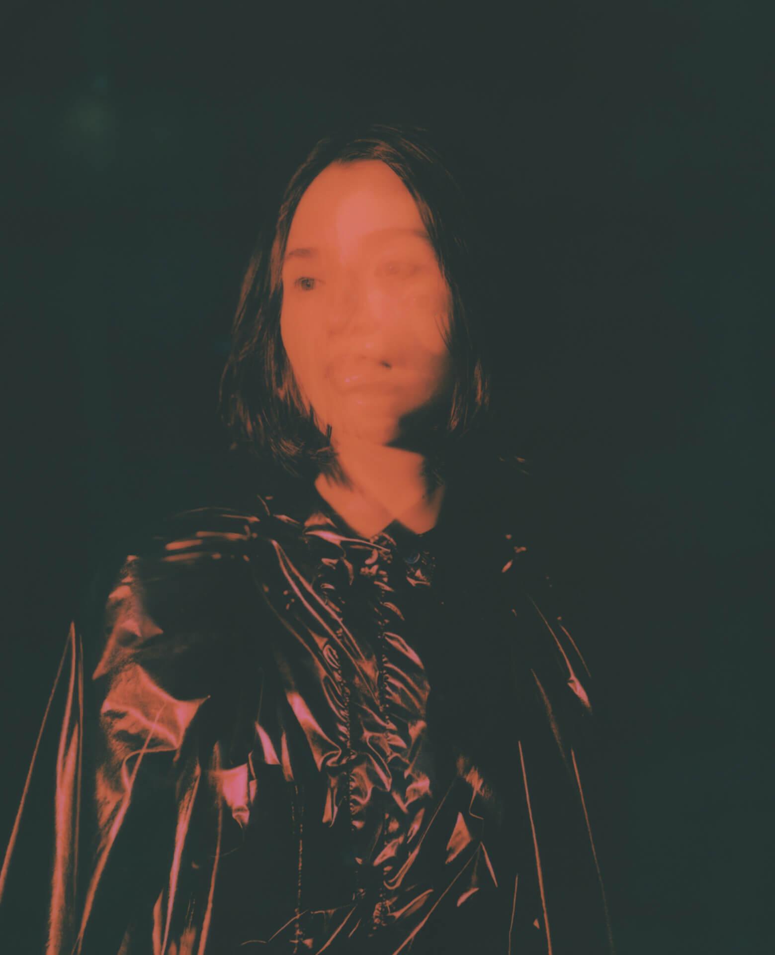 "Black Boboiのメンバー、Julia Shortreed初のアルバム『Violet Sun』が発売決定|先行曲""Wild Rose""がリリース&Tatsuya FujimotoによるMVも解禁 music210108_juliashortreed_2"