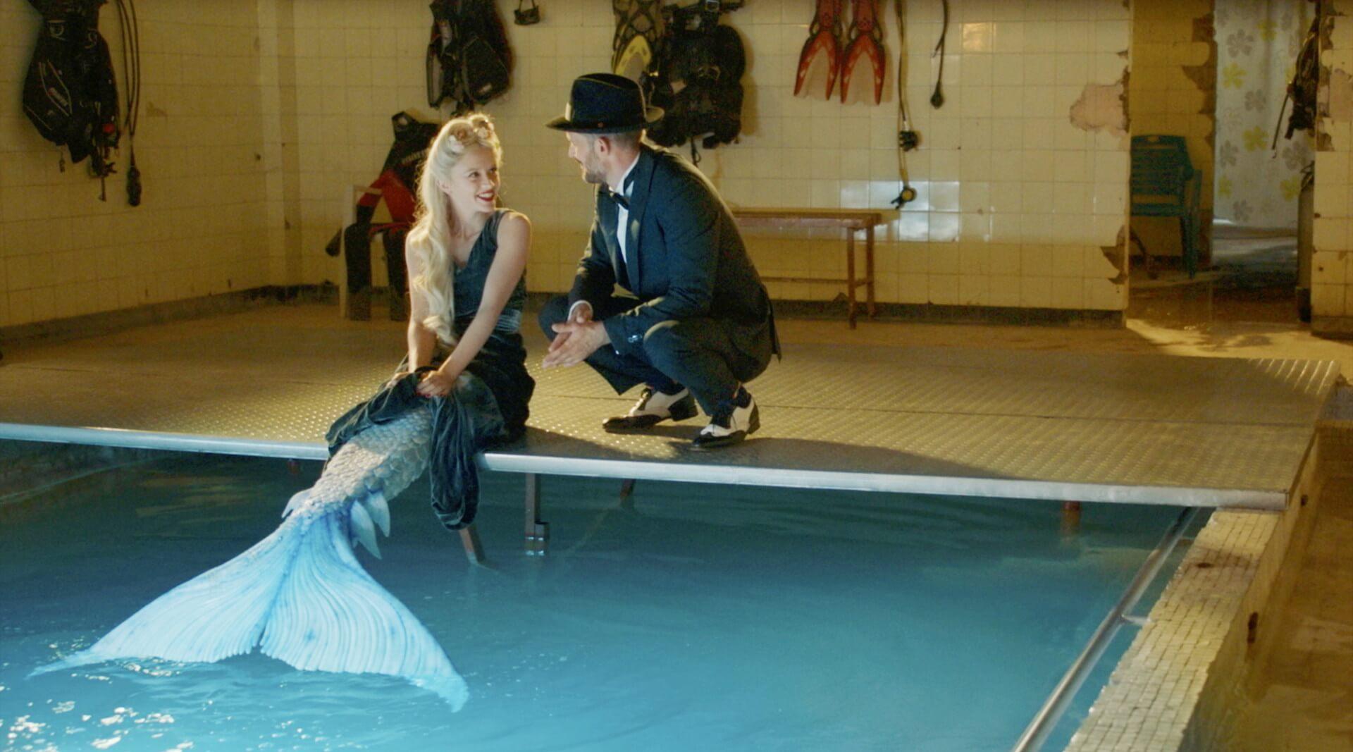 「私の歌を聞いた男は、恋に落ちて心臓が破裂する」パリを舞台に人魚のラブストーリーを描いた映画『マーメイド・イン・パリ』が2月公開 本編映像が解禁 film210113-mermaidinparis-3
