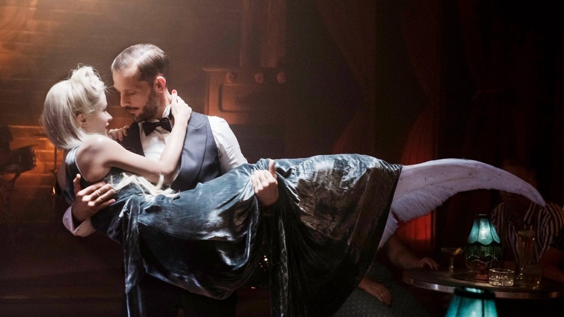「私の歌を聞いた男は、恋に落ちて心臓が破裂する」パリを舞台に人魚のラブストーリーを描いた映画『マーメイド・イン・パリ』が2月公開 本編映像が解禁 film210113-mermaidinparis-8