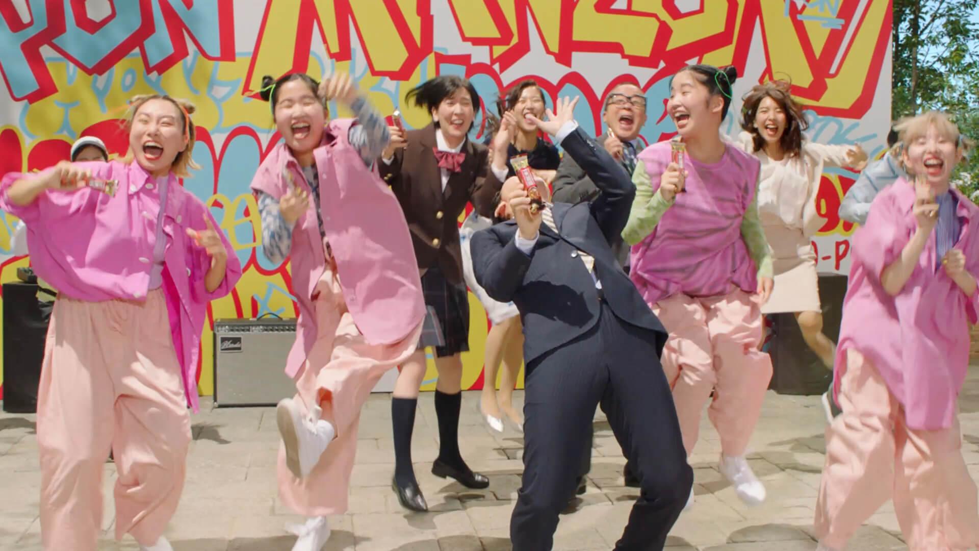CHAIが草彅剛と共演!1本満足バーの新CM「ヤングも満足feat.CHAI」篇が公開|和気あいあいとしたメイキング動画も gourmet210114_chai_kusanagi_5