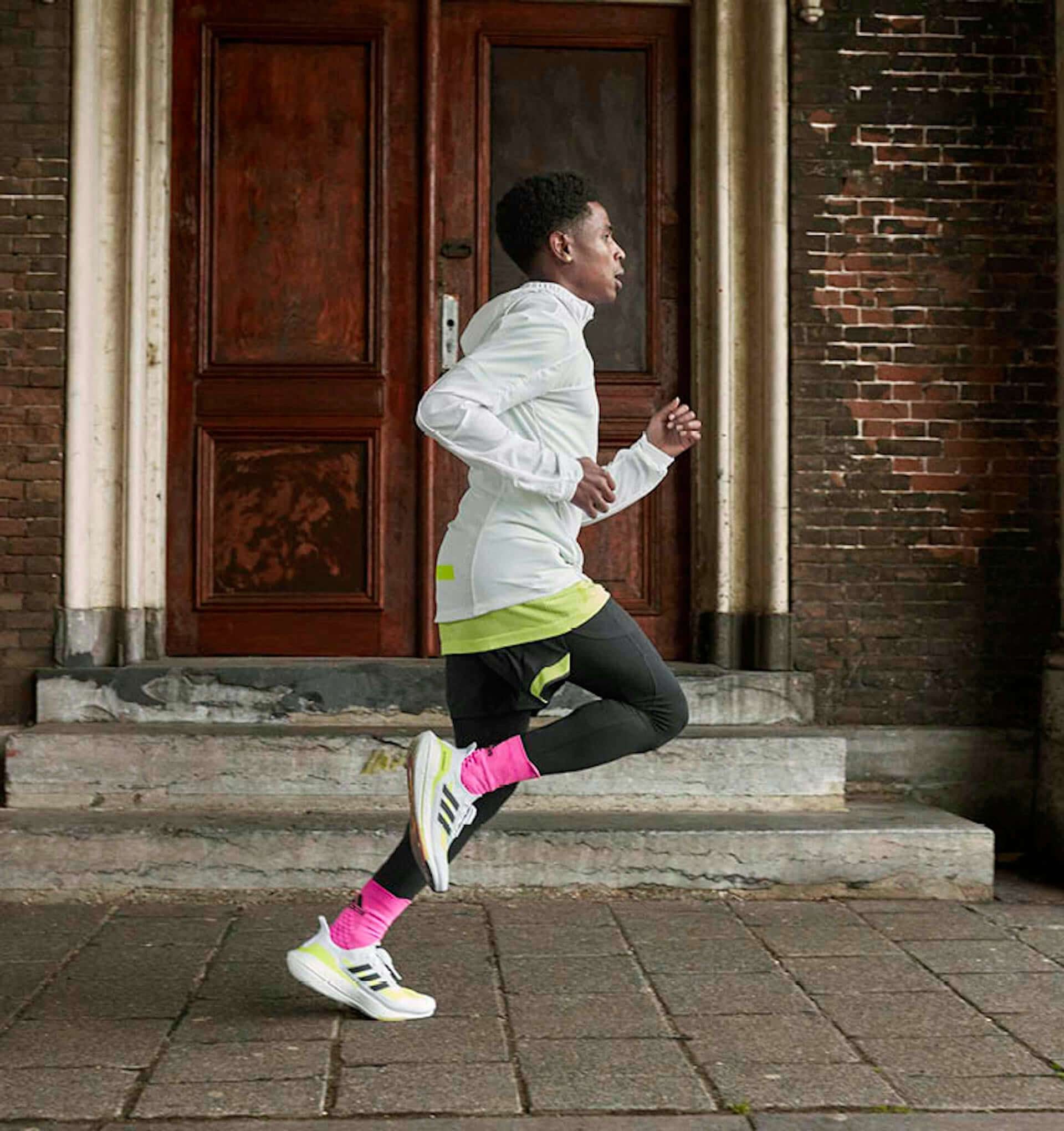 アディダスを象徴するプレミアムランニングシューズが進化!軽量性・クッショニングに優れた最新モデル『Ultraboost 21』が登場 lf210115_adidas_3-1920x2040