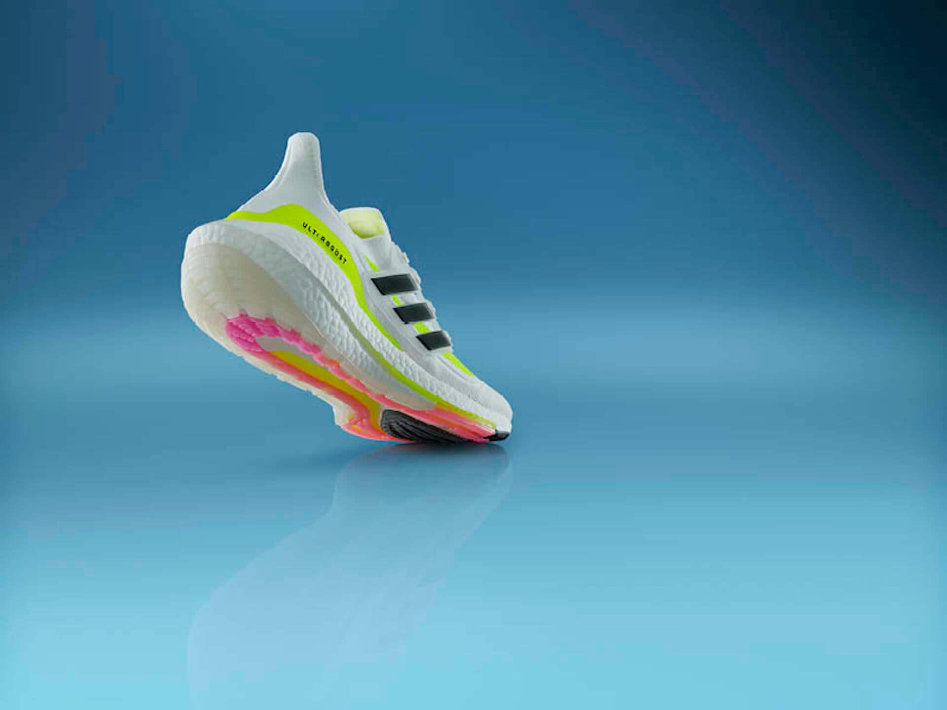 アディダスを象徴するプレミアムランニングシューズが進化!軽量性・クッショニングに優れた最新モデル『Ultraboost 21』が登場 lf210115_adidas_8-1920x1440