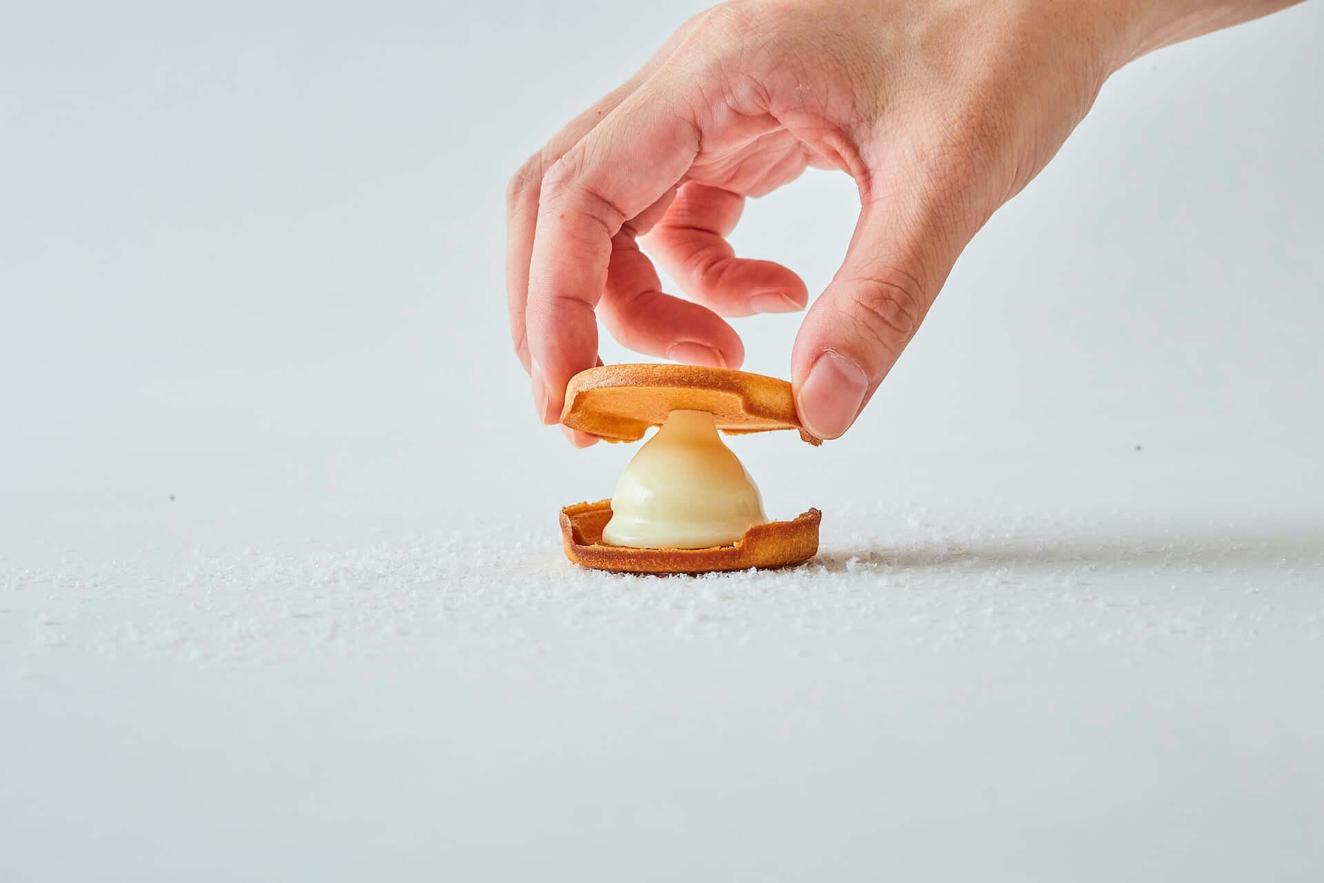販売開始30分で完売した北海道の生チョコレートサンドクッキー『SNOW SAND』が冬季限定で発売中! gourmet210121_snowsand_3-1920x1280