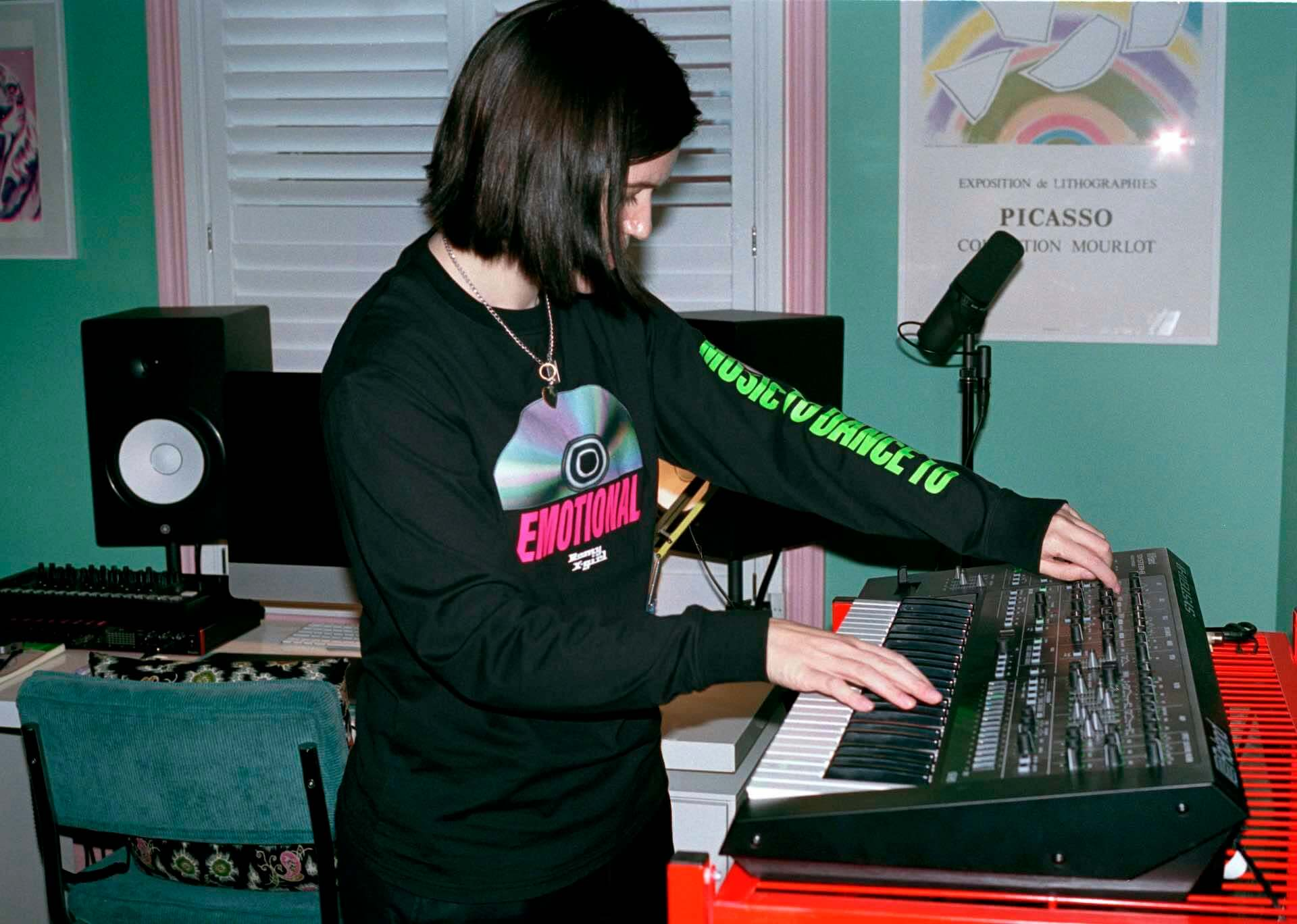 The xxのRomyとX-girlによるコラボアイテム第2弾が発表!本人出演のInstagramライブも実施決定 music210208_romy_6-1920x1368