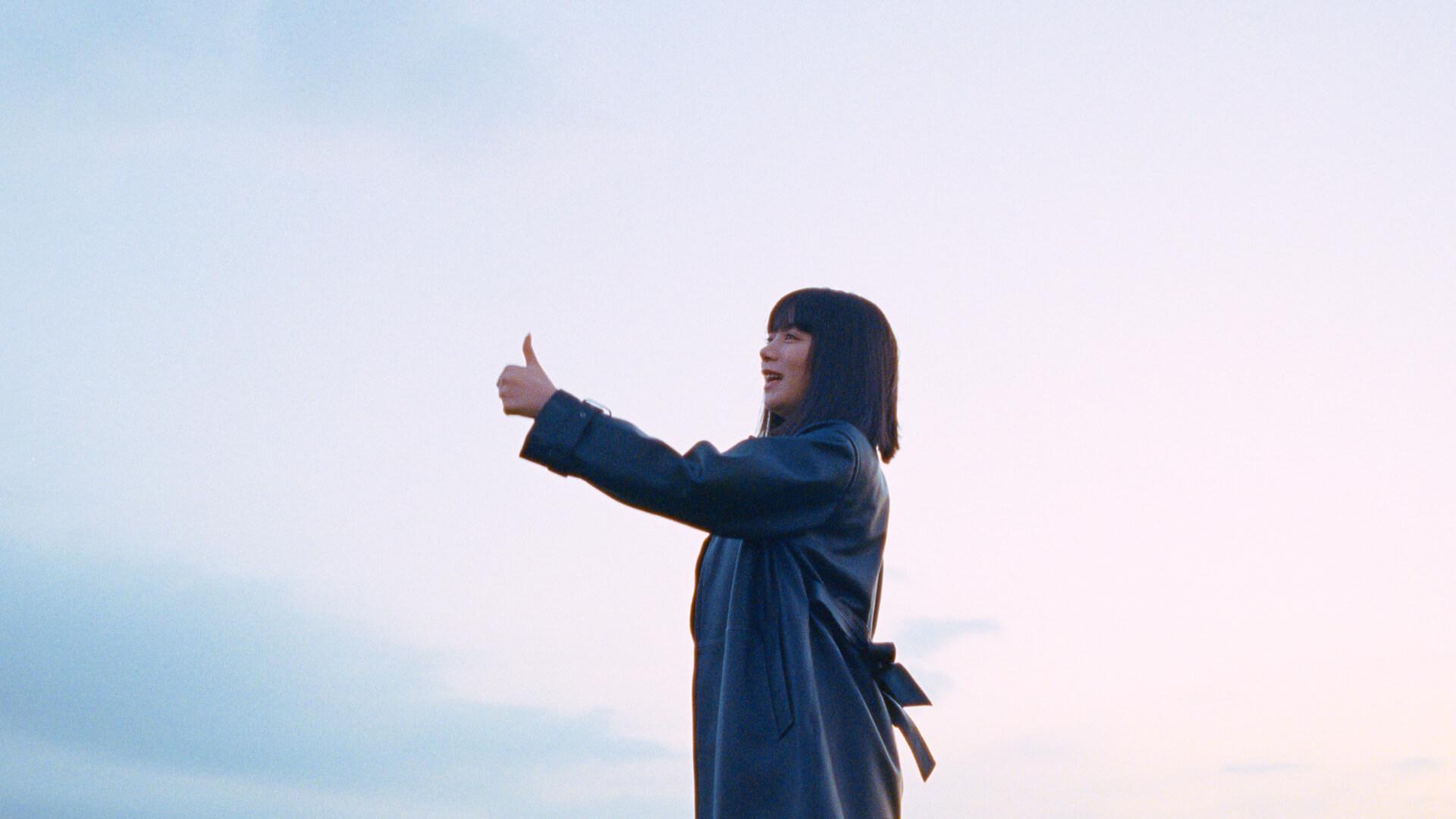 """池田エライザの歌唱で話題!au新CM楽曲""""みんなってエブリワン!""""の配信がスタート&フルバージョンMVも公開 music21113_au_minnaeveryone_7"""