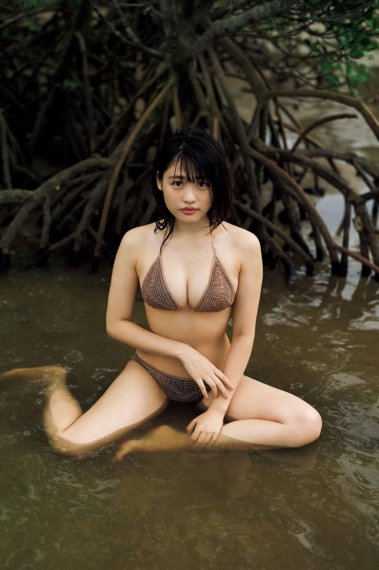 初のランジェリー姿も披露した石田桃香の1st写真集『MOMOKA』発売記念ネットサイン会が開催決定! art210217_ishidamomoka_1
