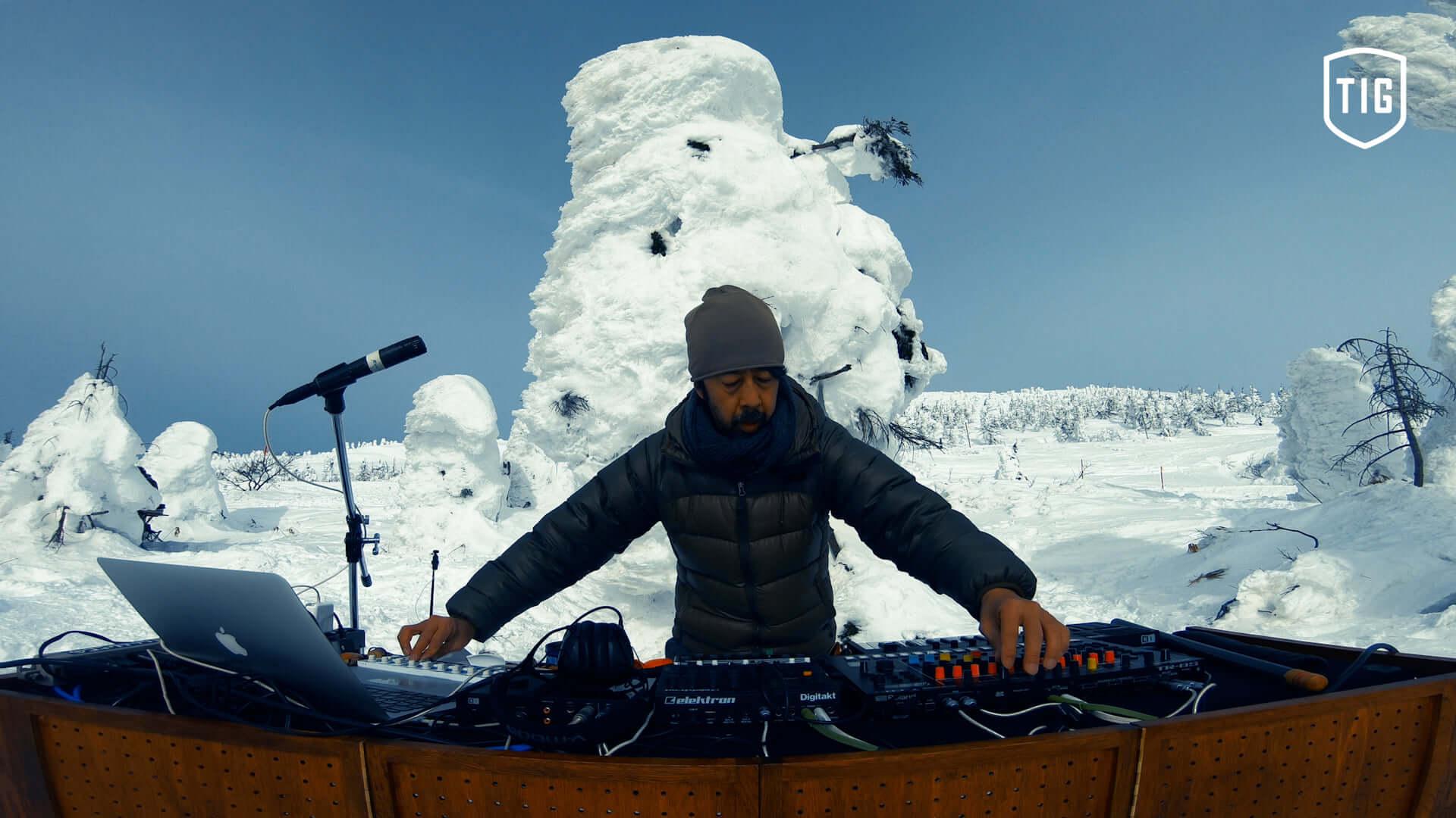 Kuniyuki Takahashiがマイナス6度の樹氷原で完全即興テクノライブを敢行!絶景音楽配信メディア「That Is Good」第7弾のショートPVが解禁 music210301_thatisgood_4-1920x1080