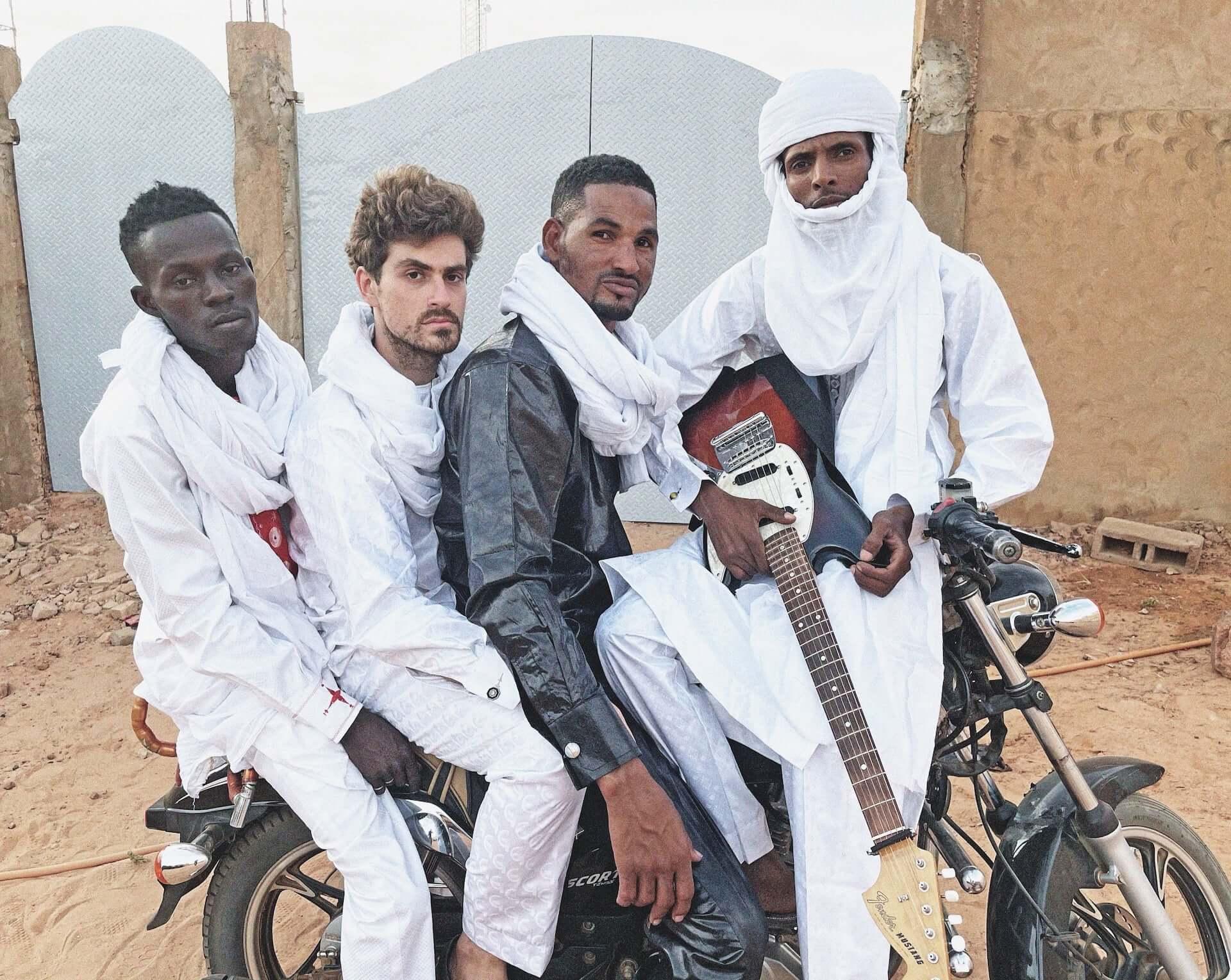 """砂漠のジミヘンことMdou Moctar、〈Matador〉からのデビュー作『Afrique Victime』より新曲""""Tala Tannam""""MVを解禁! music210303_mdou-moctar_1-1920x1529"""