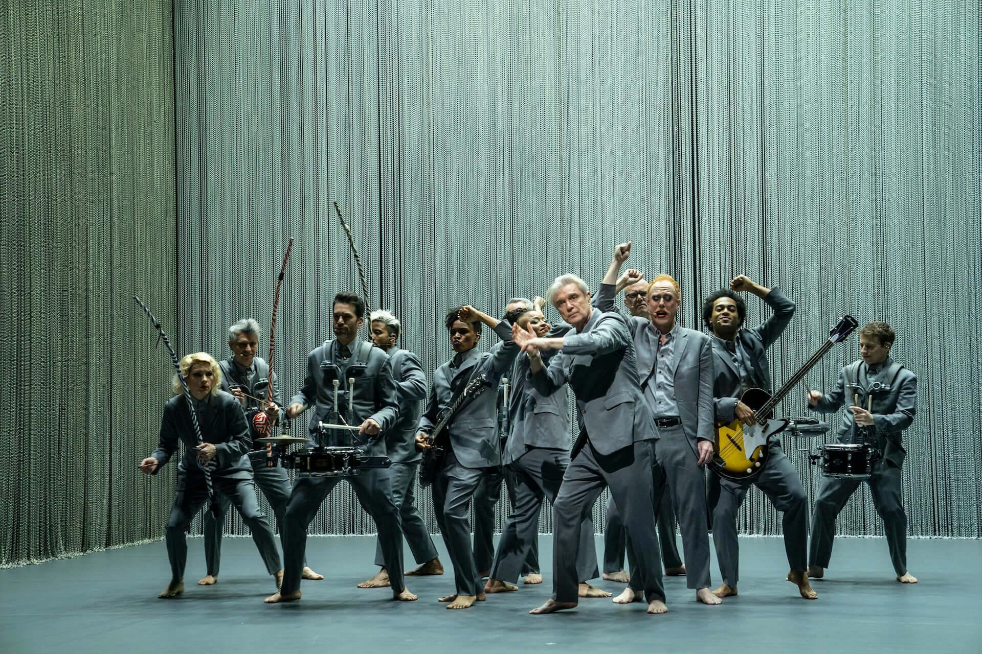 元Talking Heads・David Byrneとスパイク・リー監督のコラボ映画『アメリカン・ユートピア』が日本公開決定!字幕監修はピーター・バラカン film210310_americanutopia_2-1920x1280