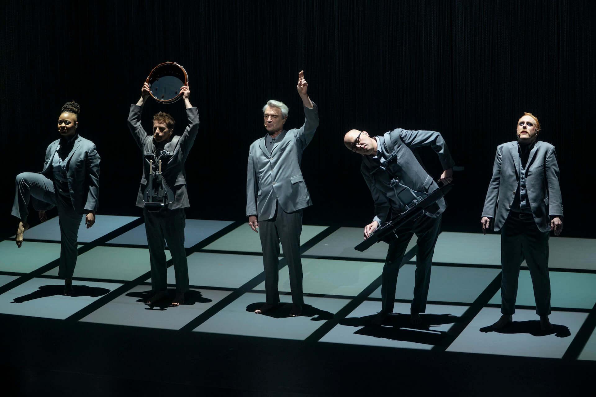 元Talking Heads・David Byrneとスパイク・リー監督のコラボ映画『アメリカン・ユートピア』が日本公開決定!字幕監修はピーター・バラカン film210310_americanutopia_4-1920x1280