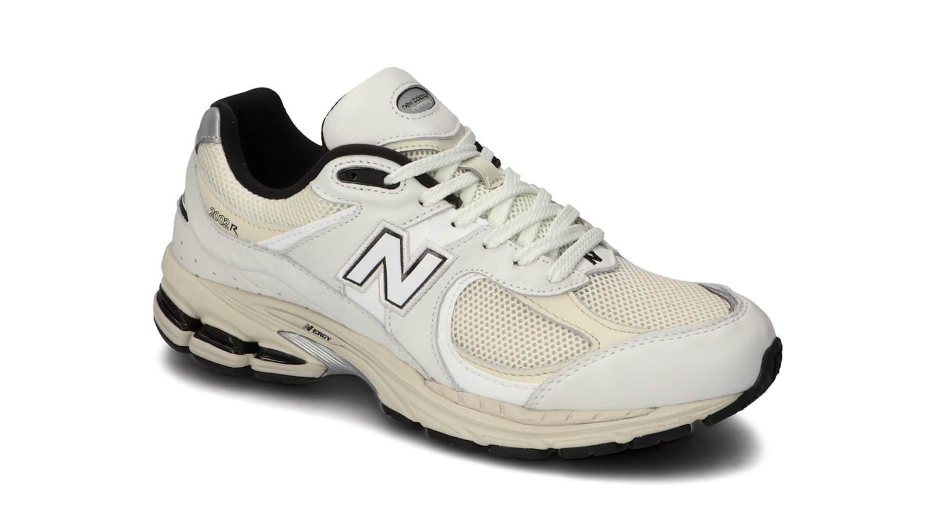 大人気のニューバランス「2002R」にアーバンカラーが新登場!ブラック、グレー、オフホワイトの3色 life210312_newbalance_2002r_9
