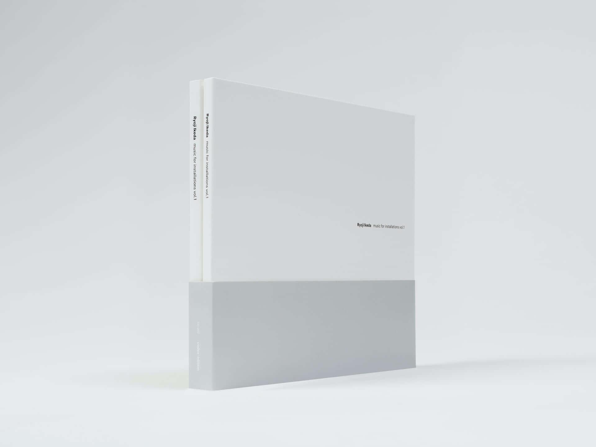 池田亮司の新作『music for installations vol.1』が999部限定で発売決定!オーディオビジュアルインスタレーションの音源を多数収録 music210316_ryoji-ikeda_2-1920x1440