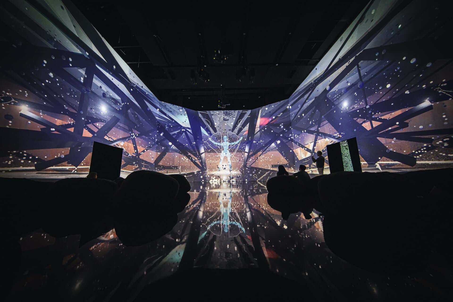 ライゾマティクス初の大規模個展<ライゾマティクス_マルティプレックス>が東京都現代美術館で明日開幕!新作インスタレーションなど多数展示 art210319_rhizomatiks_2-1920x1280