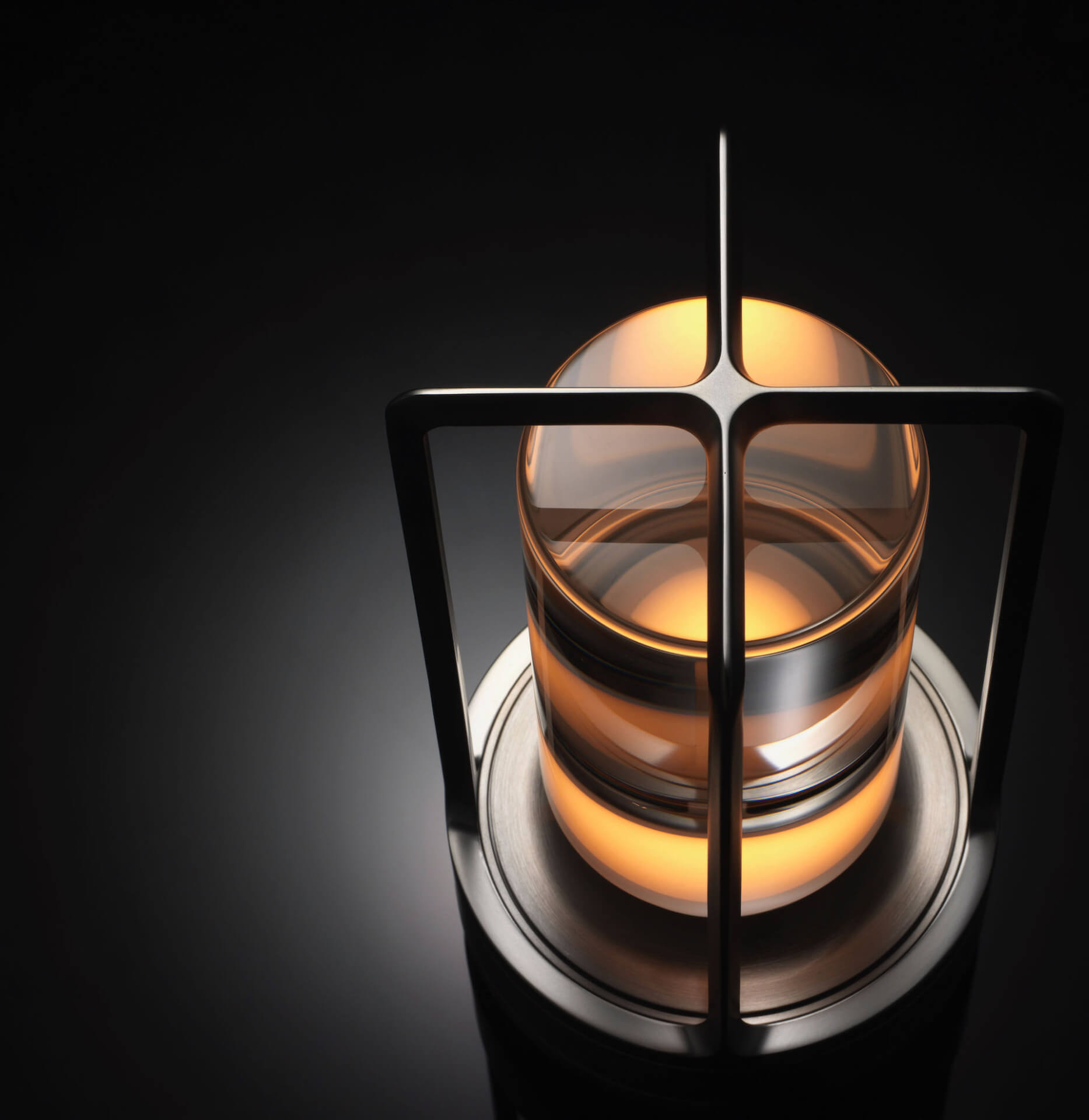 アンビエント照明「TURN+」が発売決定|ステンレス、真鍮、アルミブラックの3種 tech210407_turnplus_9