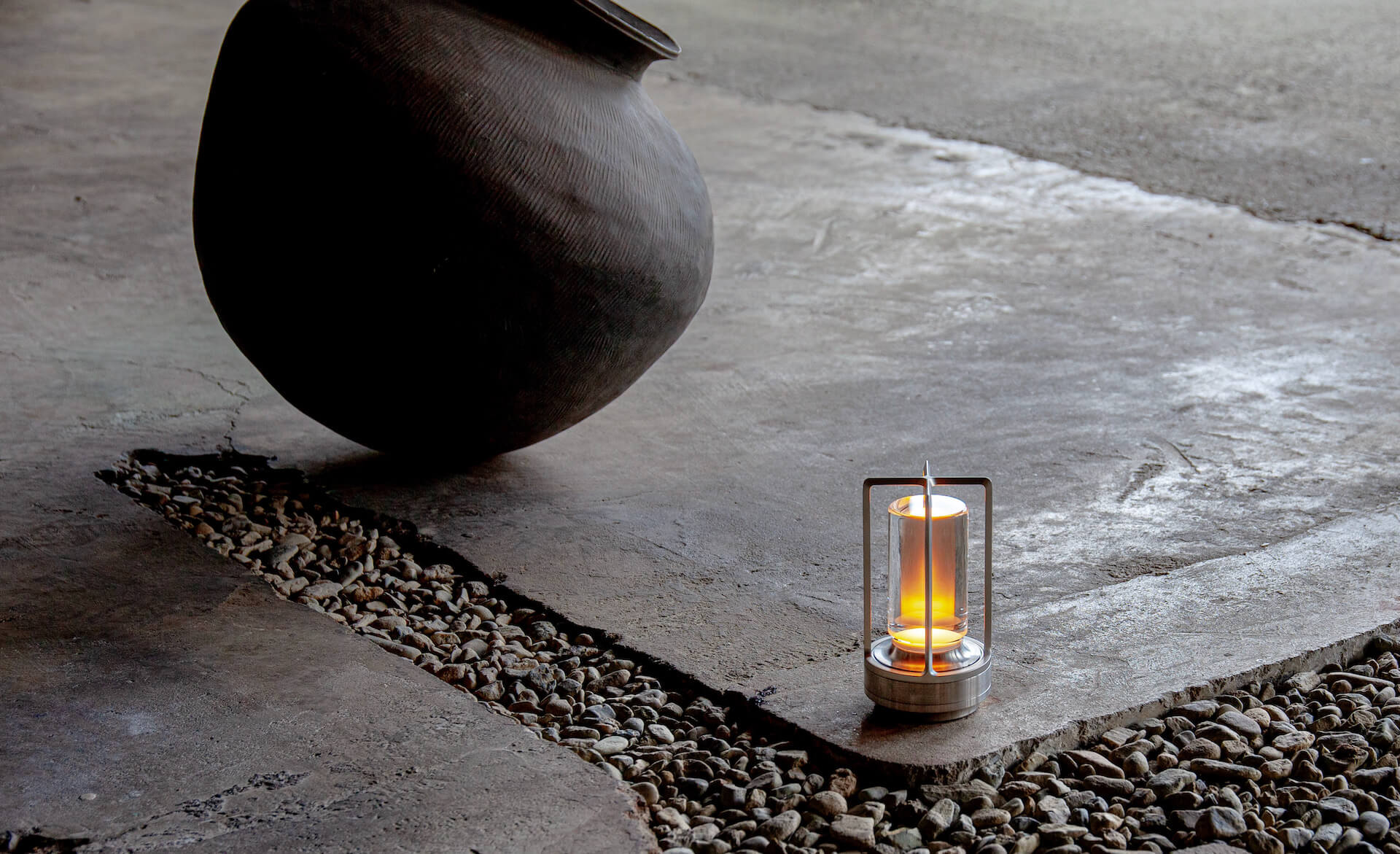アンビエント照明「TURN+」が発売決定|ステンレス、真鍮、アルミブラックの3種 tech210407_turnplus_2