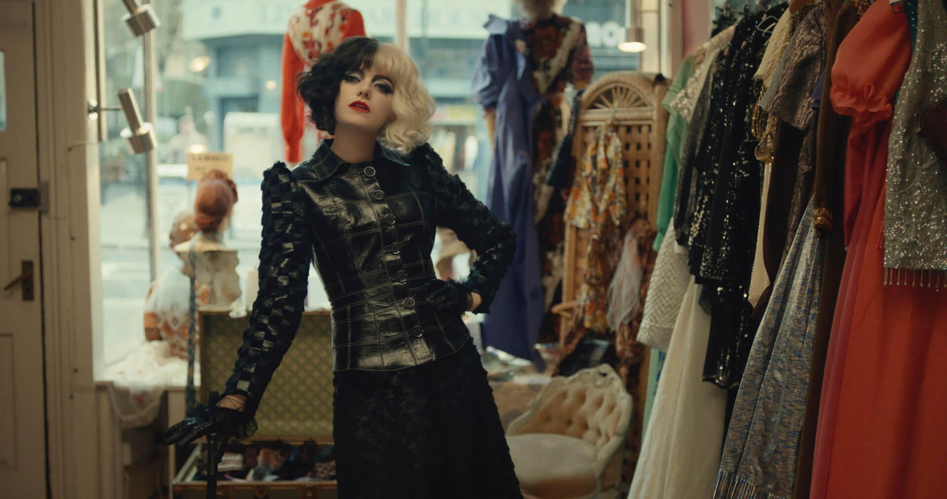 エマ・ストーン演じるエステラの身に何が起きたのか...?ディズニー最新作『クルエラ』の場面写真が一挙解禁! film210408_cruella-210408_1
