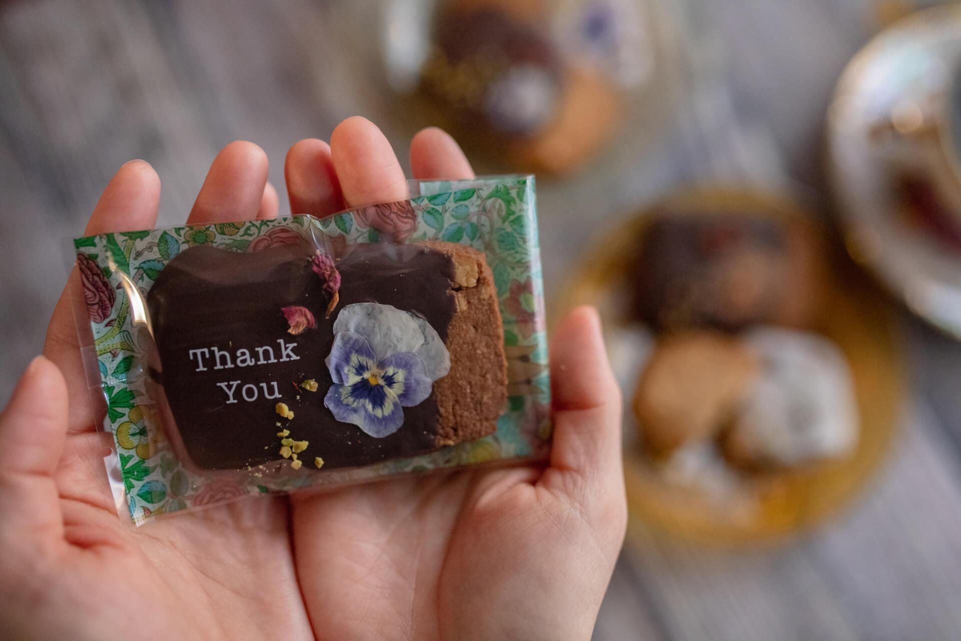 お花のクッキーが人気のgmgmで、ブーケ&お花のドーナツ付『母の日ギフトBOX』が予約受付開始! goulmet210408_gmgm_1