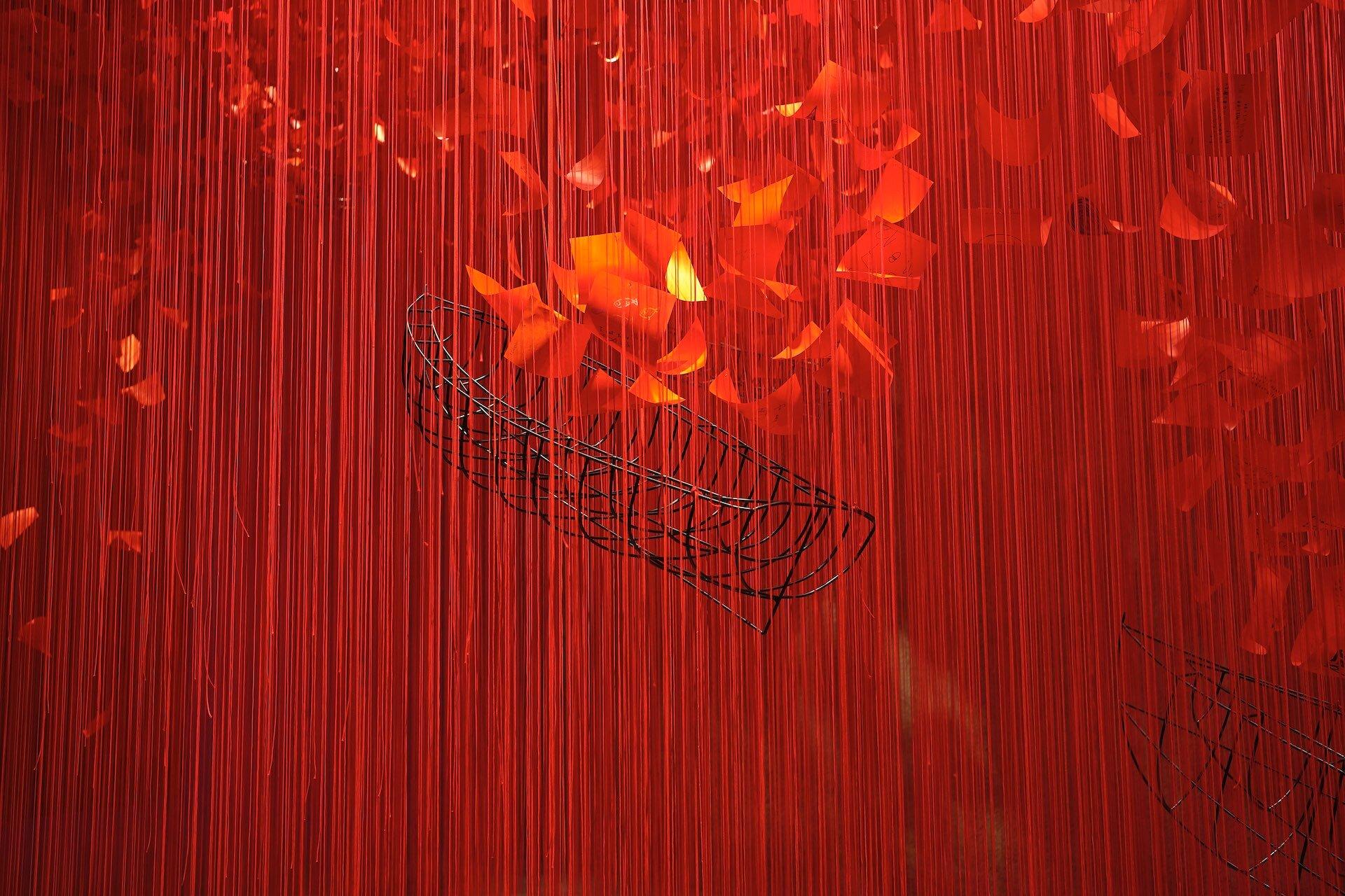赤の世界に願いを乗せて。塩田千春「I Hope...」展  column210329_kana-miyazawa-04