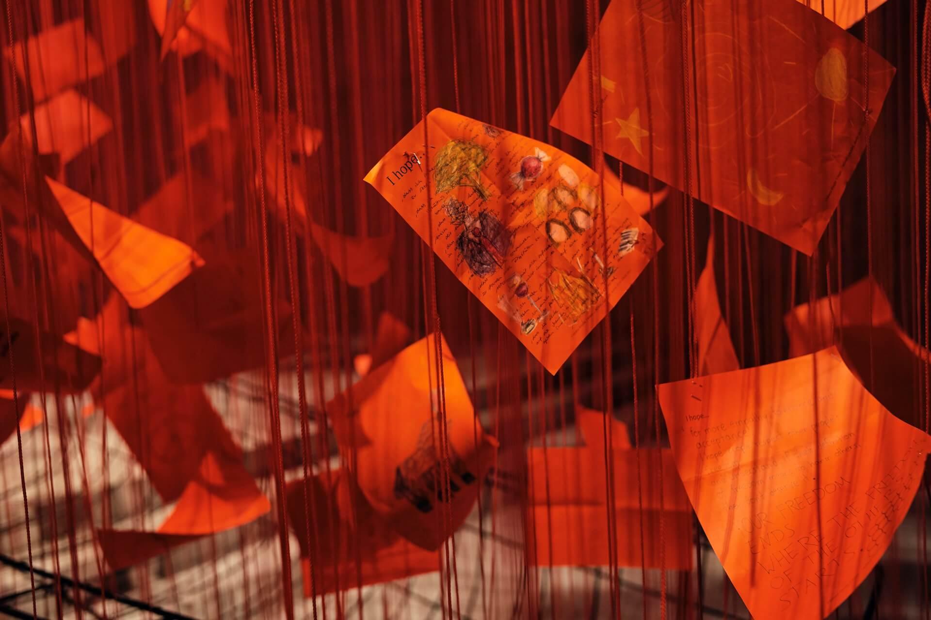 赤の世界に願いを乗せて。塩田千春「I Hope...」展  column210329_kana-miyazawa-05