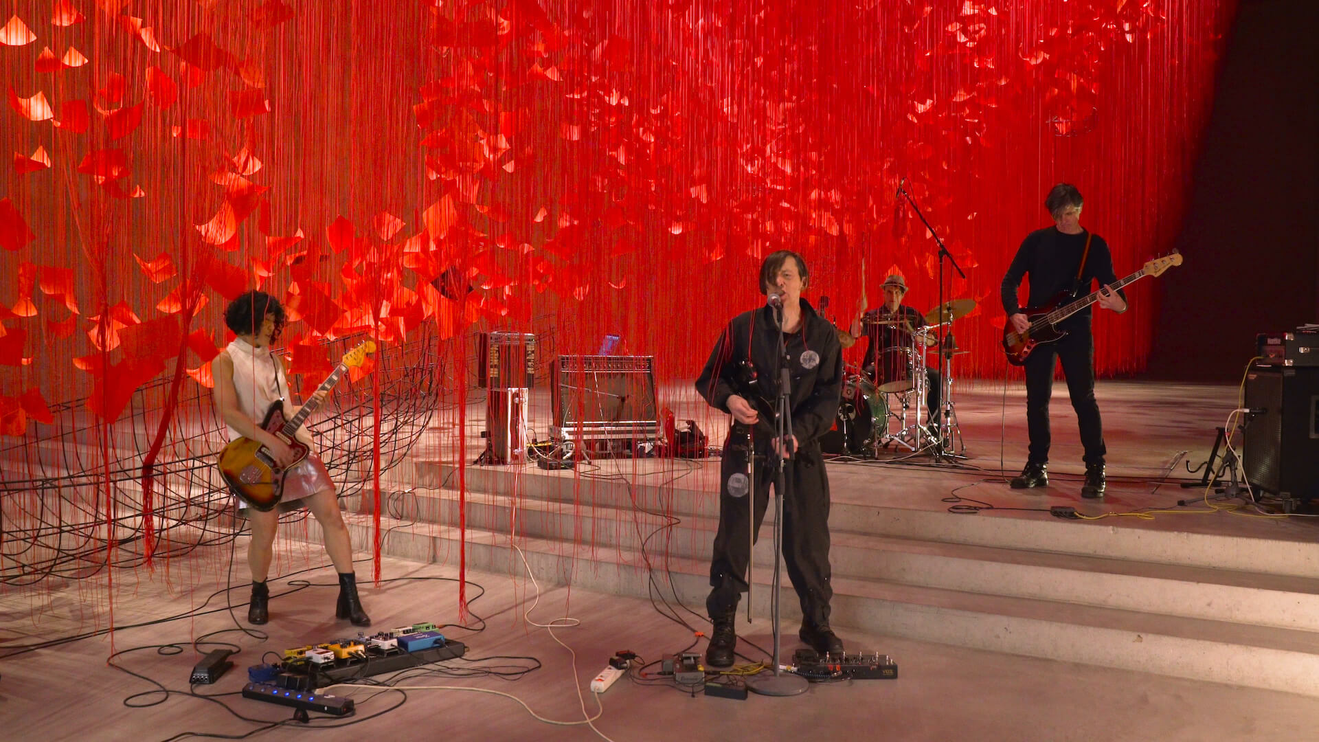 赤の世界に願いを乗せて。塩田千春「I Hope...」展  column210329_kana-miyazawa-09