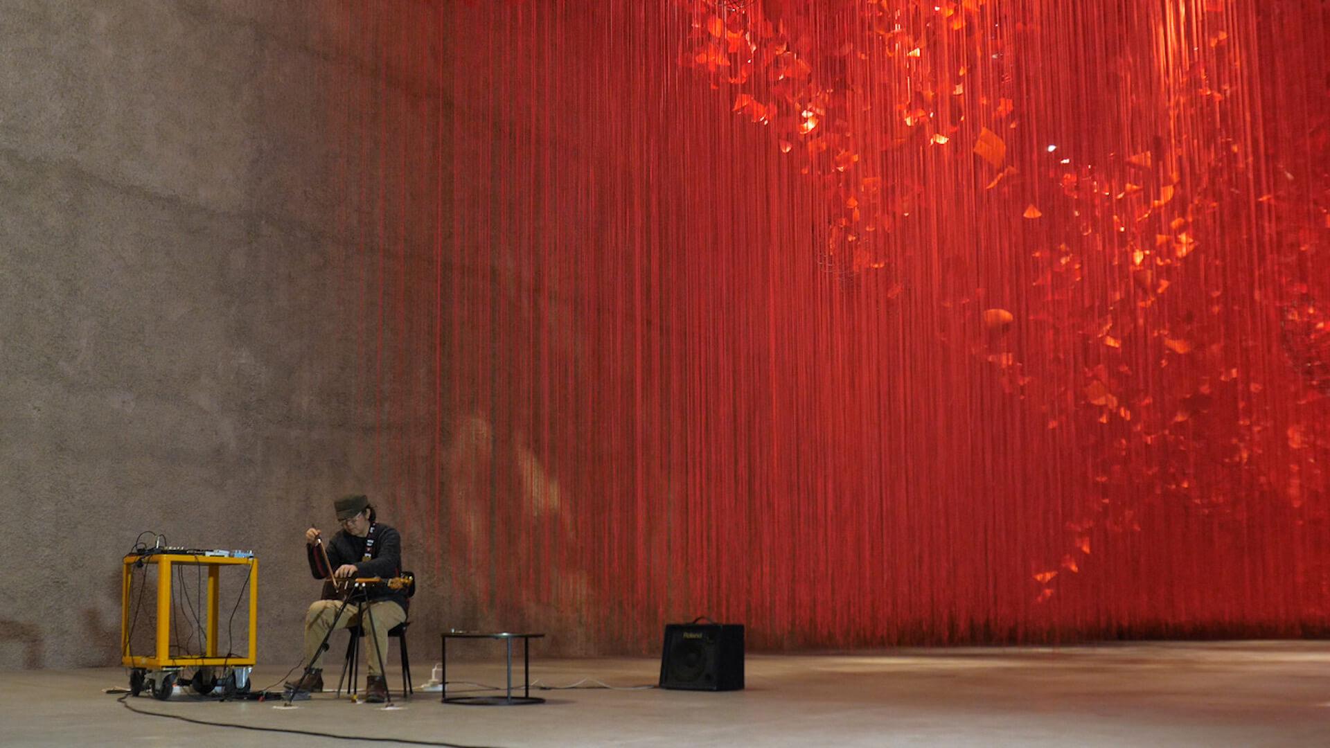 赤の世界に願いを乗せて。塩田千春「I Hope...」展  column210329_kana-miyazawa-010