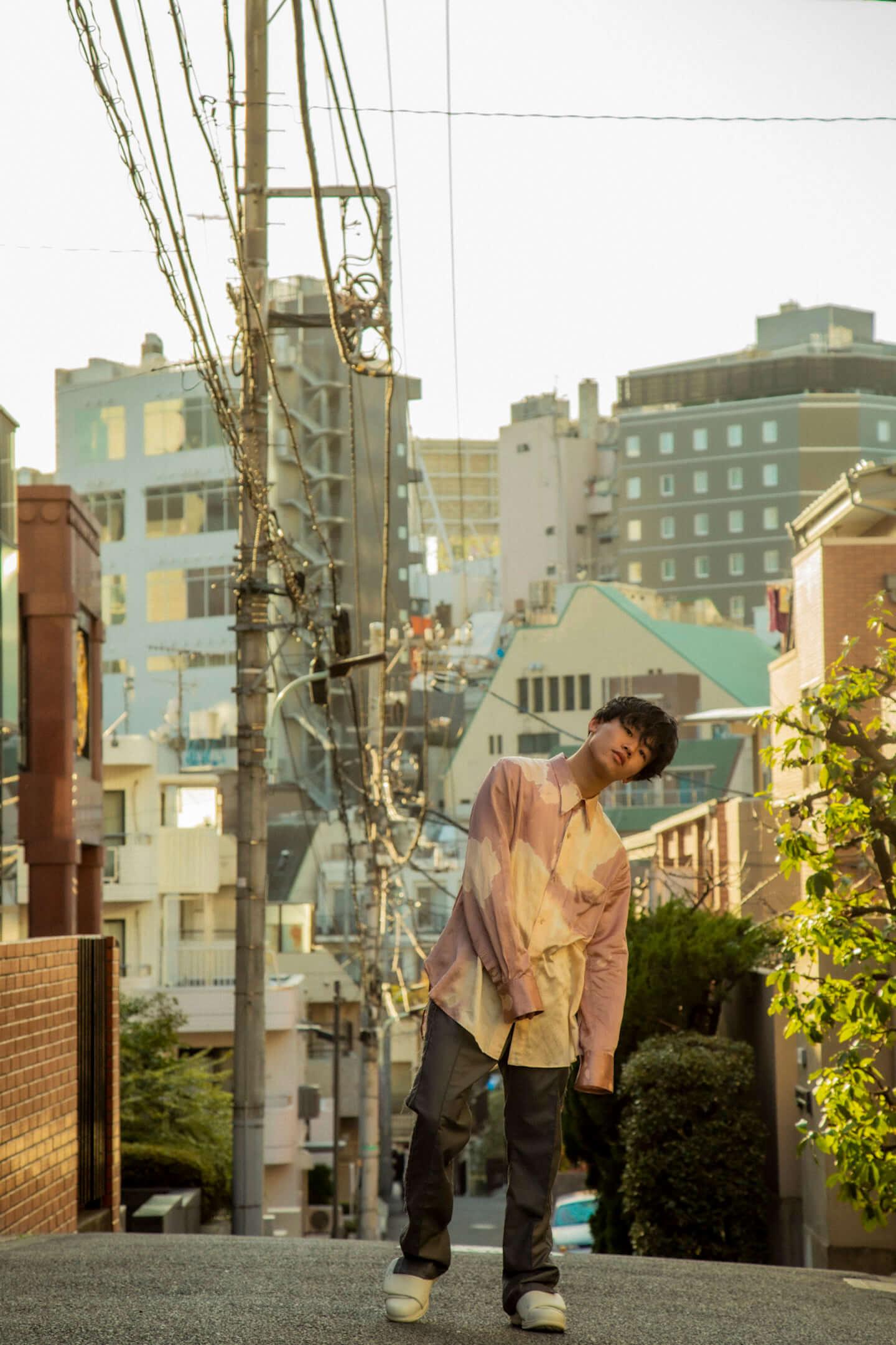 「思ってもないことを書くのは本末転倒」クボタカイ1stアルバム『来光』に表れるラッパーとしてのスタイル interview210407_kubotakai-03-1440x2161