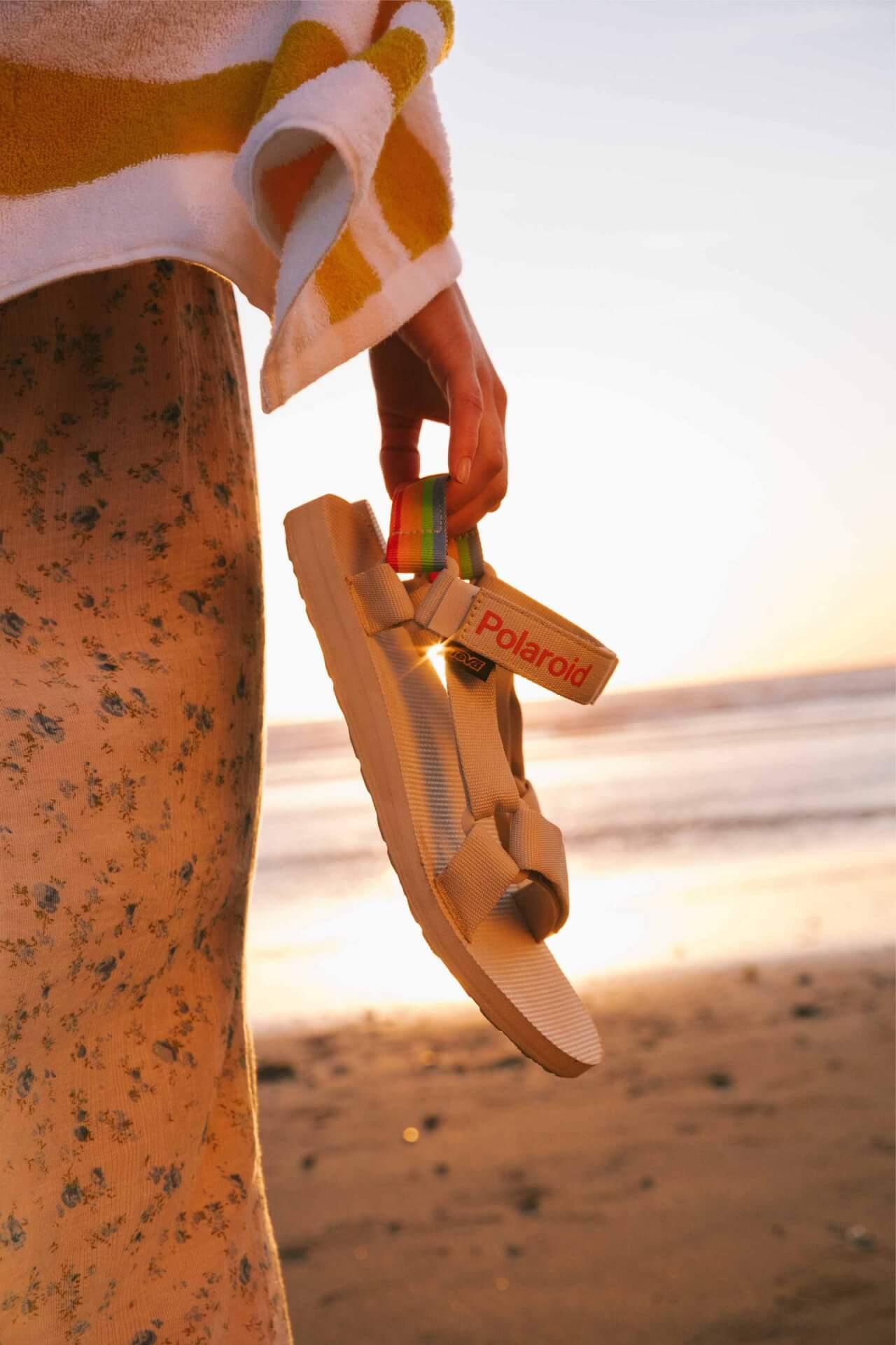 Tevaと世界初のインスタントカメラブランドPolaroidのコラボサンダルが本日発売! life210506_teva_polaroid_3